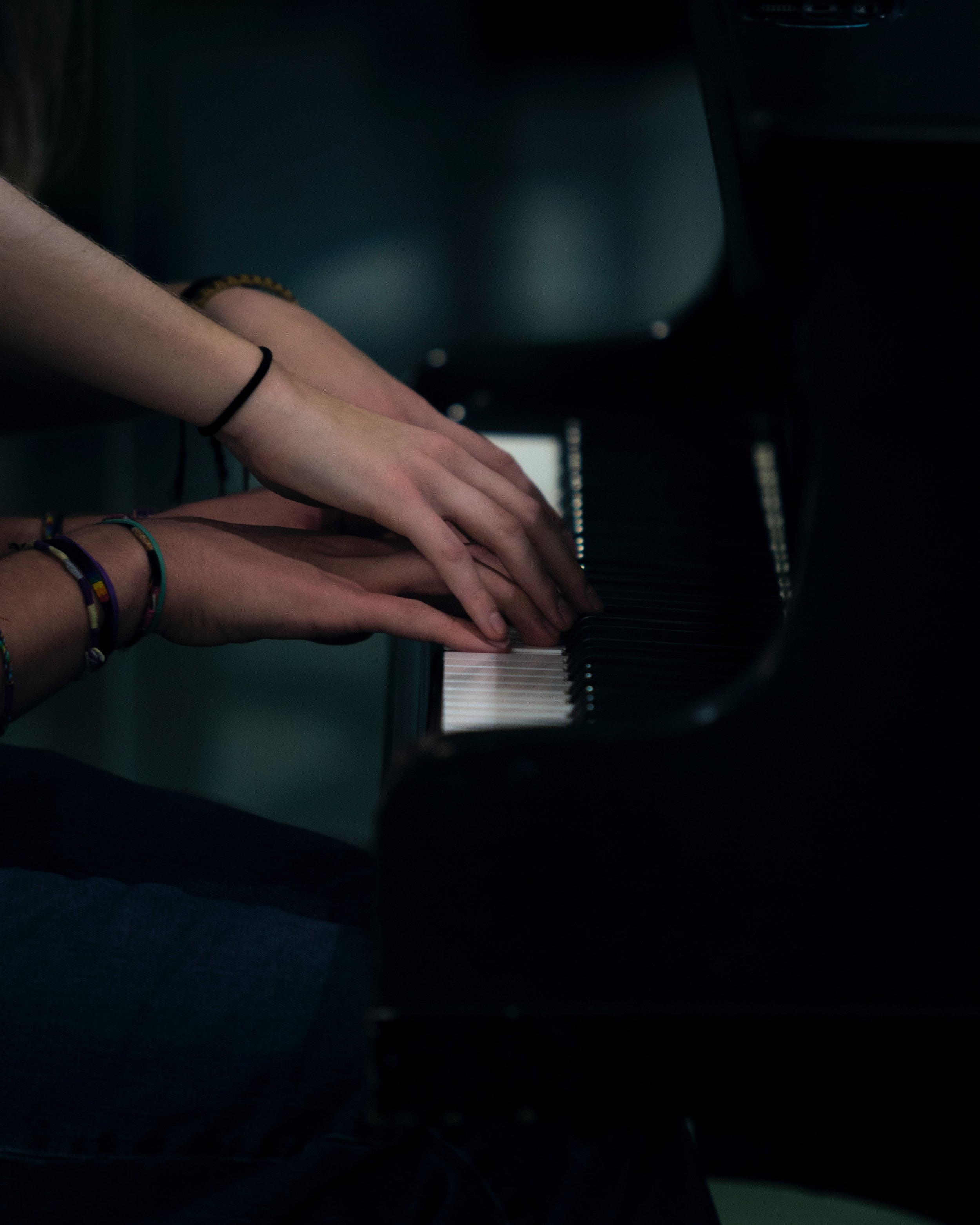 piano-hands-teacher-yousef-alfuhigi-451946.jpg