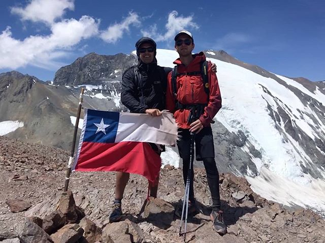 Summit of Cerro Leonera, Santiago, Chile. Altitude: 4954m  Day trip... . . . . . . . . . . .  #theandes #losandes #santiago #trailrunning #mountainrunning #exploring #chile #alps #hiking #highaltitude #backpacking #traveling #summit #cumbre @animaltrail