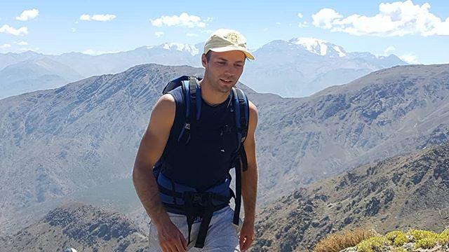 Cerro La Cruz, Santiago, Chile 2552m . . . . . . . . . . . . . . . . . . #hiking #cerroelplomo #Cerrolacruz #Santiago #rambling #walking #holidays #glaciar #sports #trekking #patagonia #sanpedrodeatacama #exploring