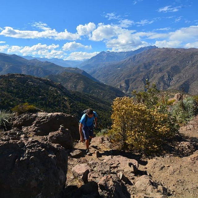 Torrecillas, Cajón Del Maipo, Santiago, Chile  Arriving on the Torrecillas ridge after running non stop up about half of the 800m climb, 5.5km, 1 hour 6 minutes. . . . . . . . . . #theandes #running #trailrunning #training #cajondelmaipo #santiago #chile #patagonia #peru #beastmode #mountains #mountainrunning #fellrunning #hiking #walking #montaña #correr #explore #nature #panorama #
