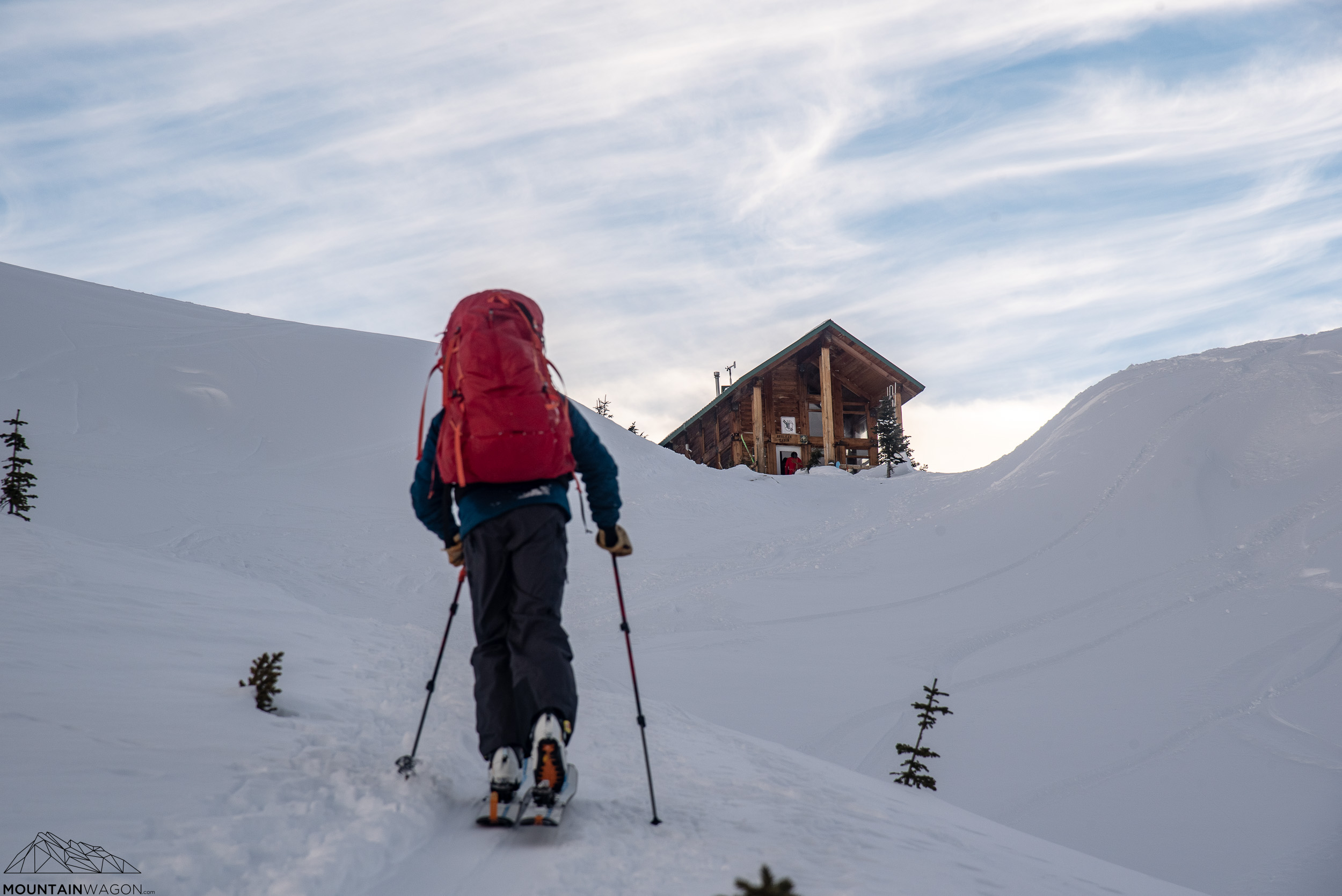 Final approach to the Asulkan Hut - under shockingly clear skies