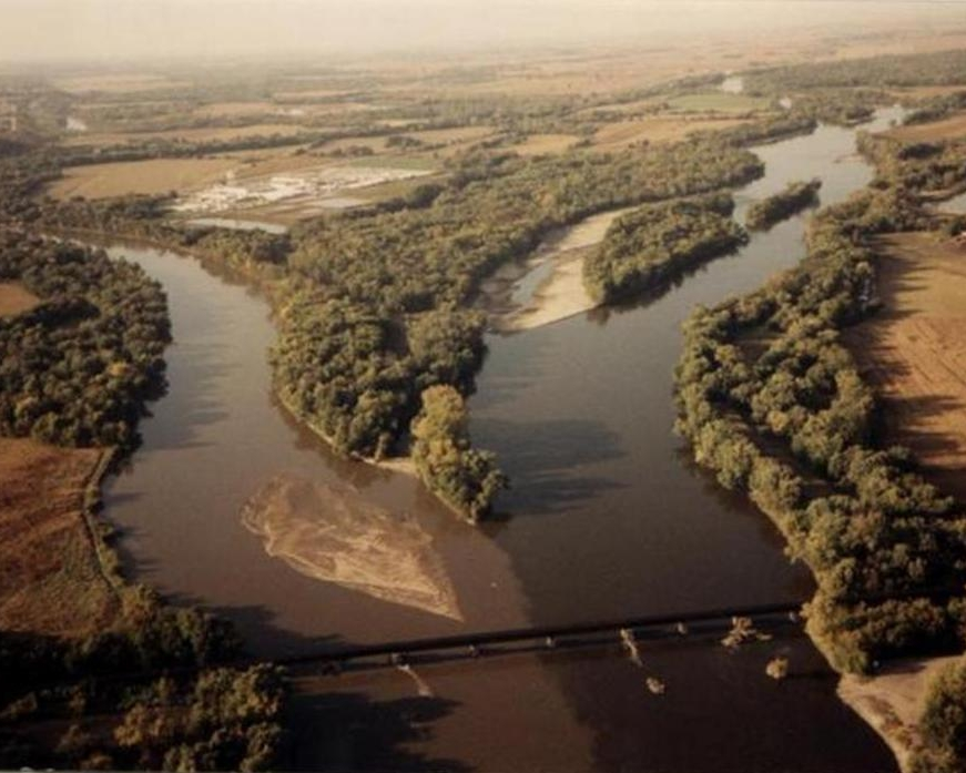 Confluence of the Iowa (left) and Cedar (right) Rivers at Columbus Junction, Iowa.