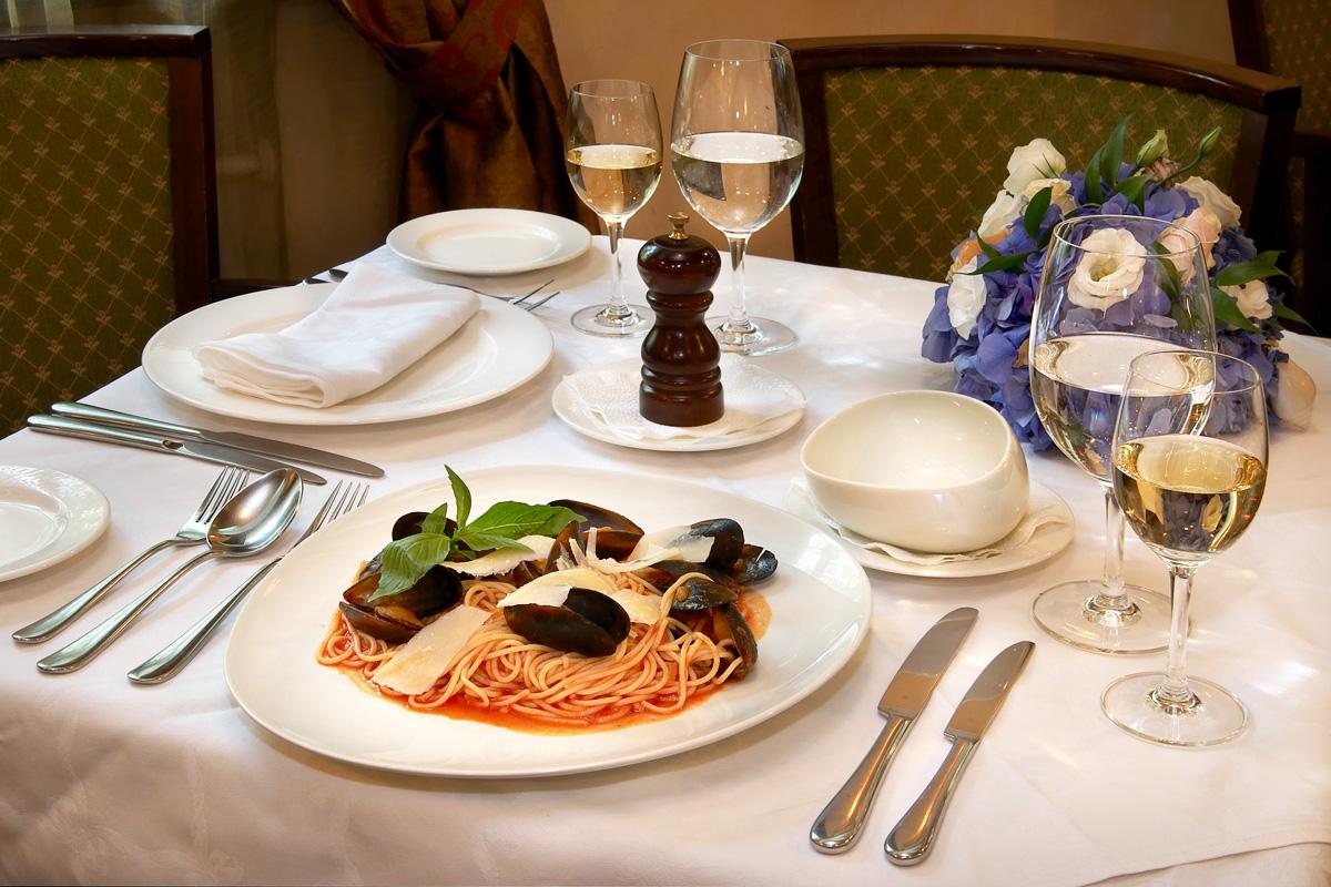 restaurant_02_b.jpg