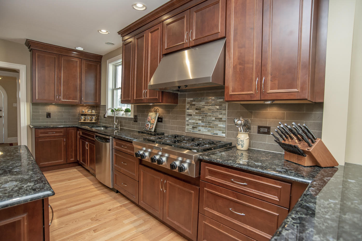 GENEVA IL. KITCHEN UPDATING & RENOVATIONS. CUSTOM REMODELING & KITCHEN UPDATES