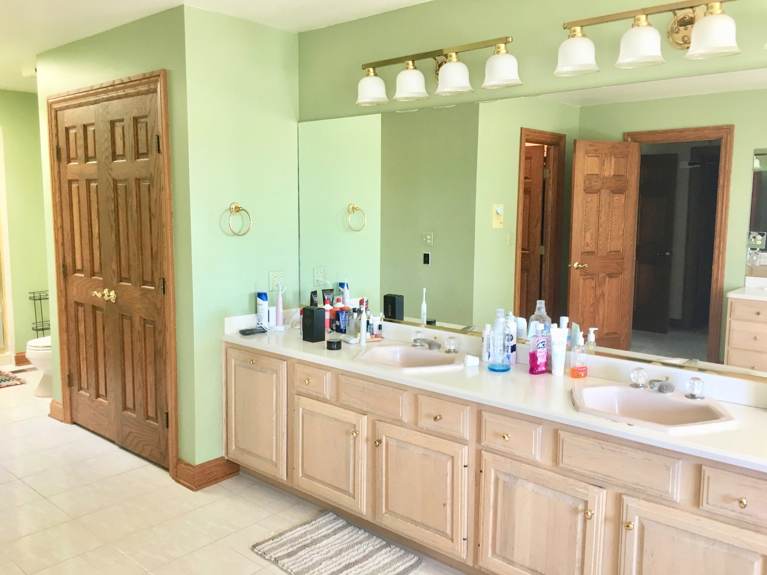 NAPERVILLE IL. BATHROOM RENOVATIONS & UPDATING- BEFORE
