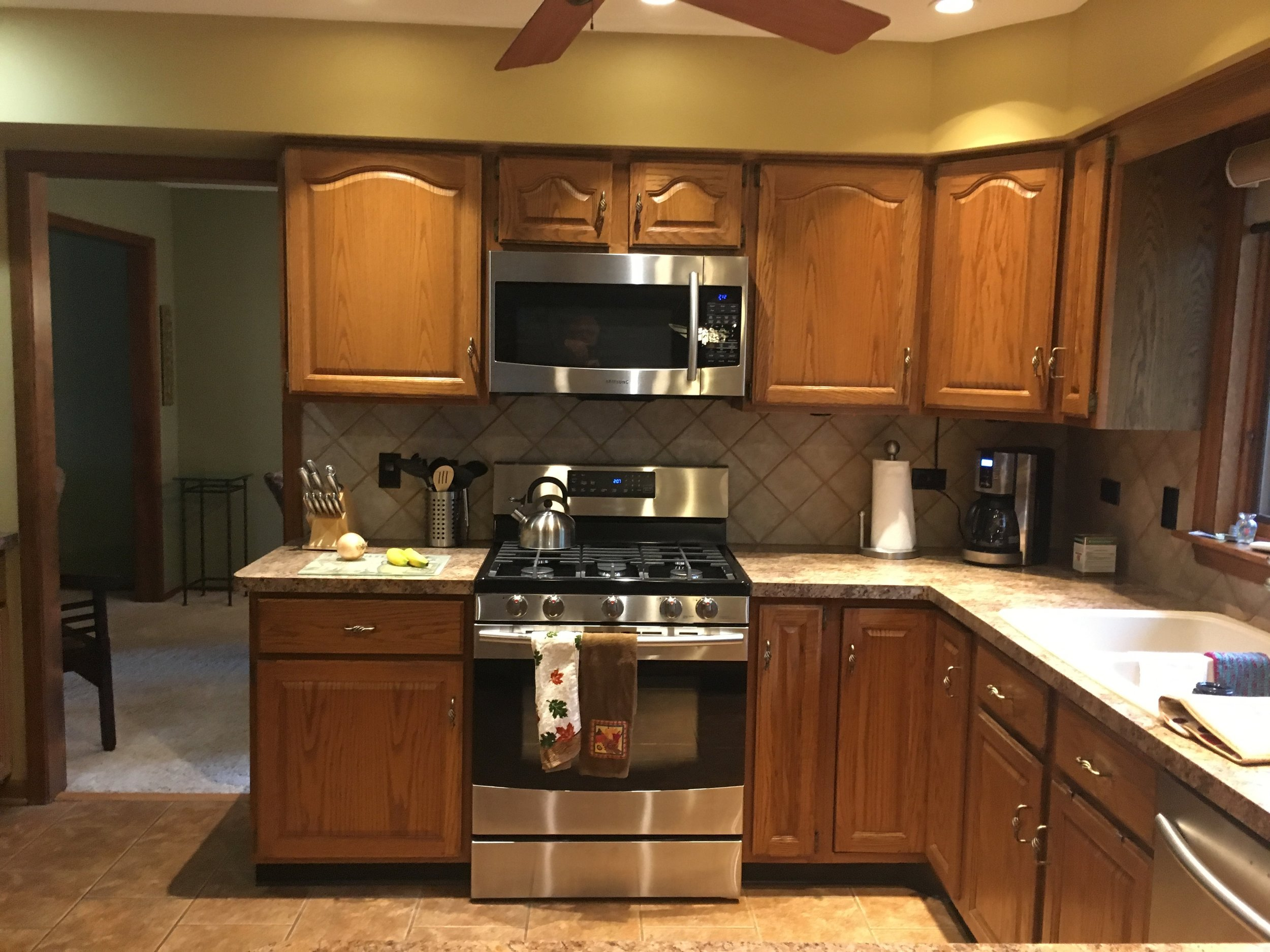 BEFORE PHOTO OF NAPERVILLE ILLINOIS KITCHEN REMODEL WITH HONEY OAK CABINETS FROM 1988