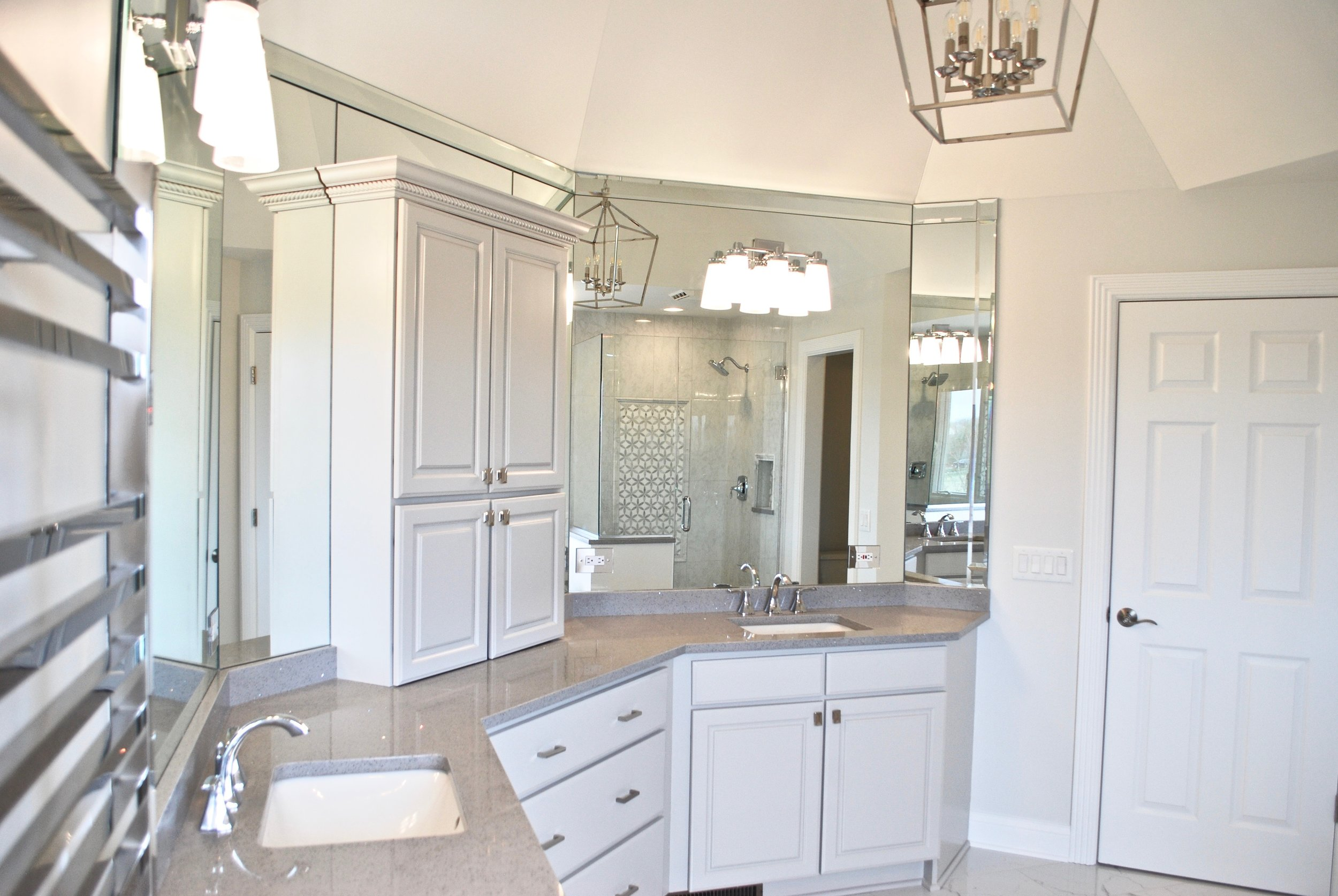 Geneva IL. Bathroom Remodeling, Renovations & Updating. Cabinet Painting, Shower Replacement & Tub Deck Removal. Update Your Home for Sale or For Your Enjoyment. Remodeling Contractor Geneva IL.