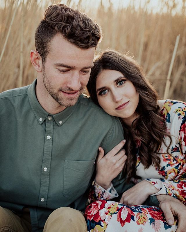 Sean & Liz • • • #engagementphotos #engaged #engagementphotographer #utahphotographer #utah #engagement
