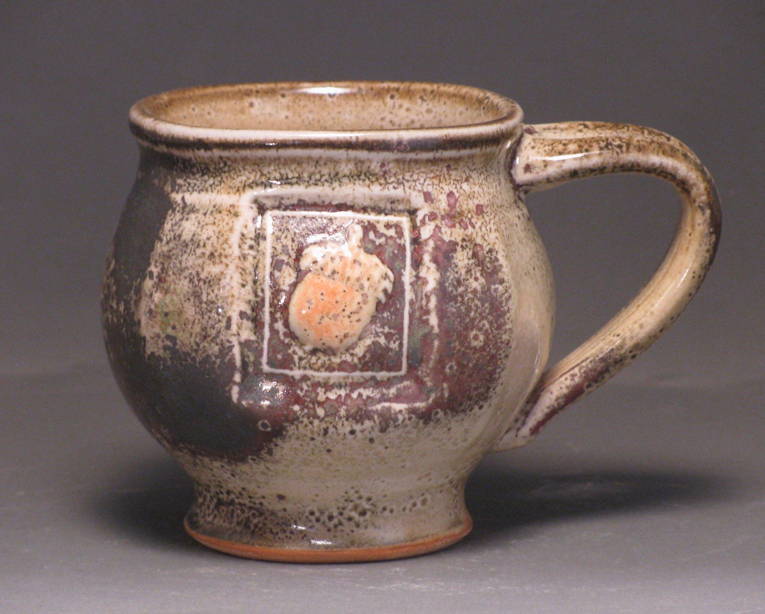 Mug with acorn motif