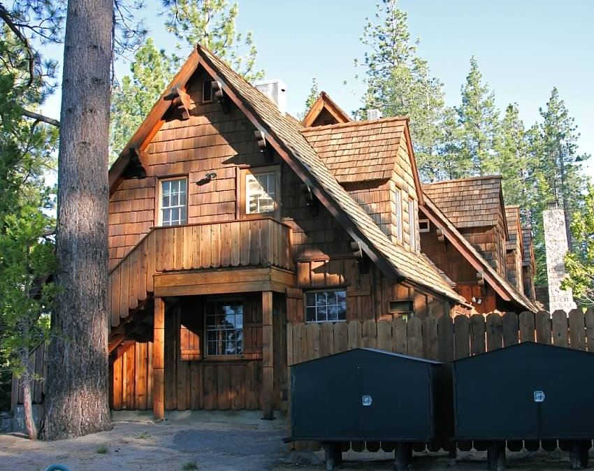 Schilling-lodge-txc-lake-Tahoe-rubicon-paradise-flat-pennoyer-back-exterior-bear-cans-2.jpeg