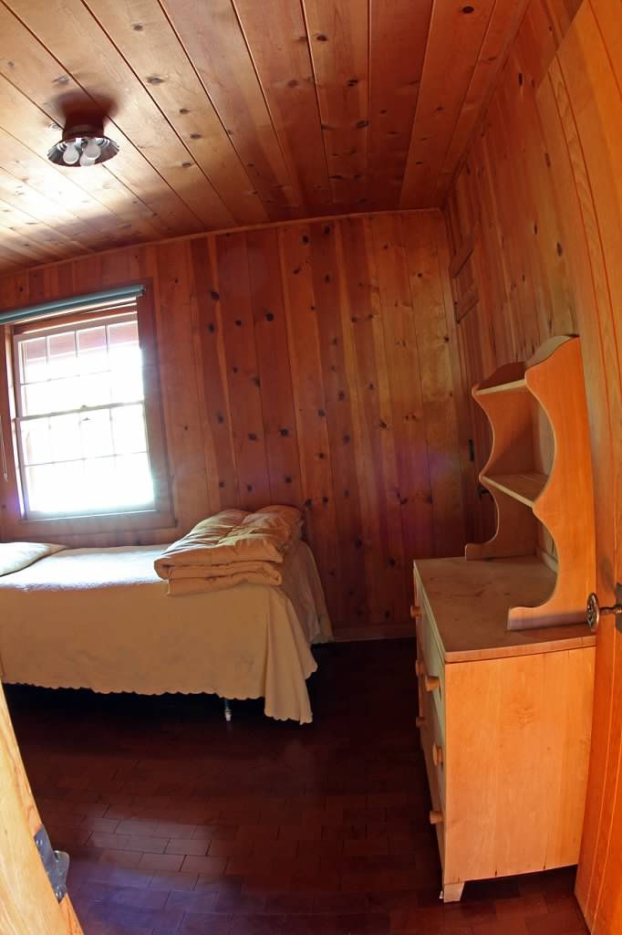 Schilling-lodge-txc-lake-Tahoe-rubicon-paradise-flat-pennoyer-interior-bedroom-single-dresser-8.jpeg