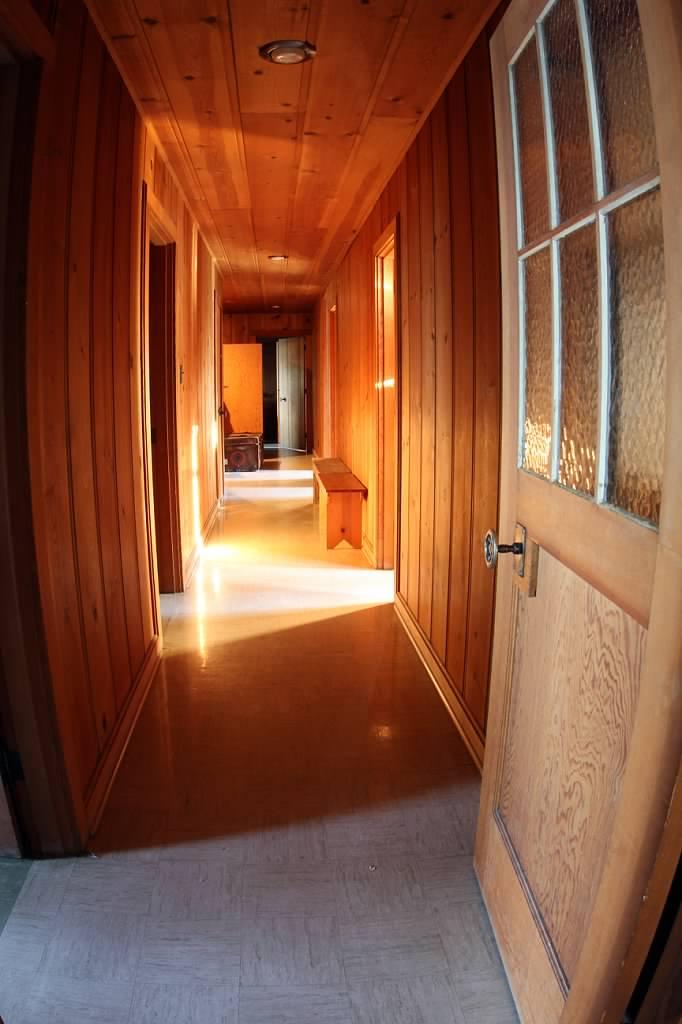 Schilling-lodge-txc-lake-Tahoe-rubicon-paradise-flat-pennoyer-interior-hallway-sunlight.jpeg