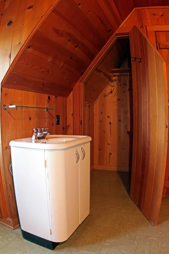 Schilling-lodge-txc-lake-Tahoe-rubicon-paradise-flat-pennoyer-interior-linen-closet.jpeg