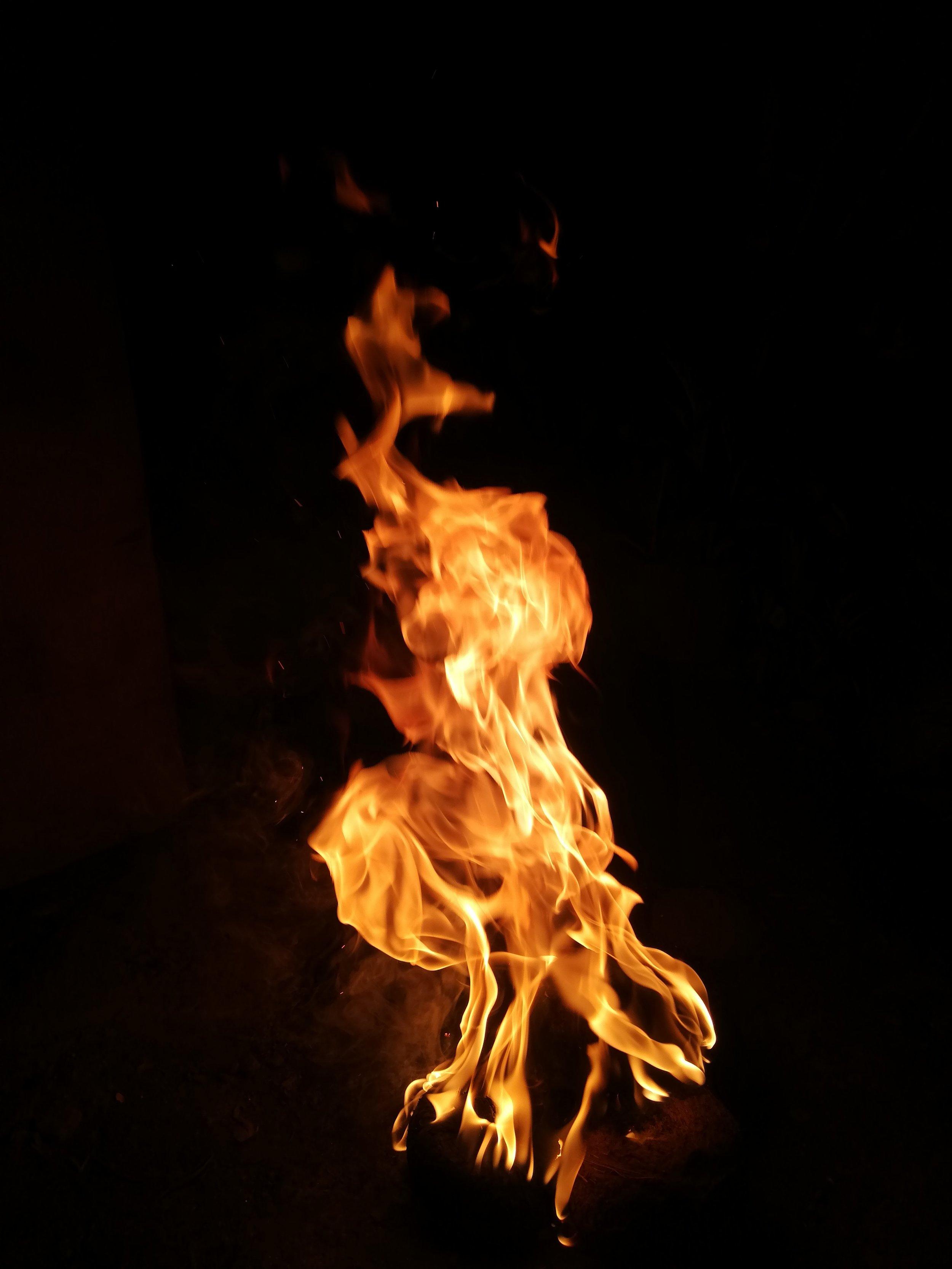 bonfire-campfire-flame-2233674.jpg