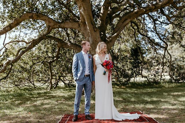 Lani and Jeff married on our Persian rug under the shade of a large oak tree.  A smooth, effortless wedding styled by LoveSick. 🌹❤️