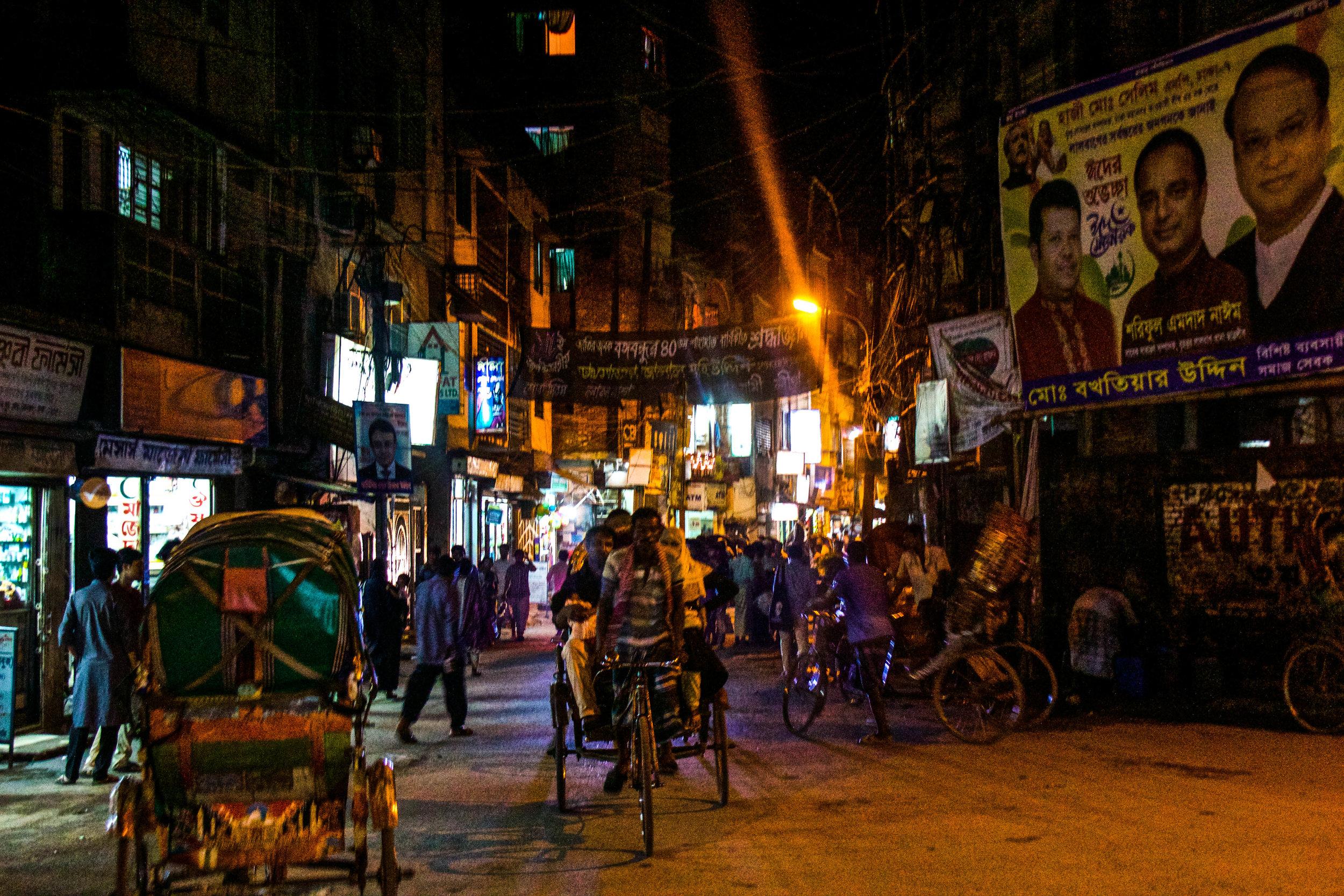 old dhaka streets night 3-2.jpg