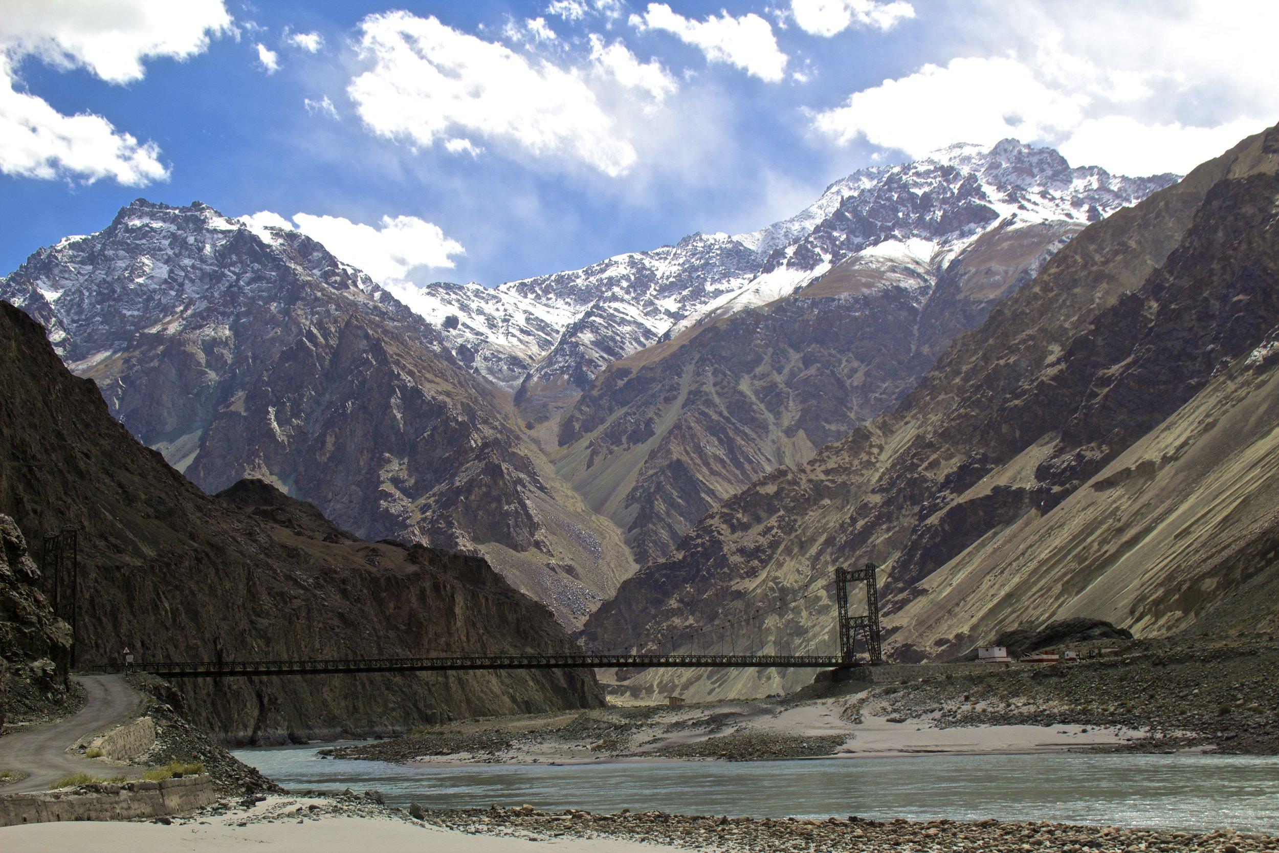 kashmir gilgit baltistan roads shyok river 2.jpg