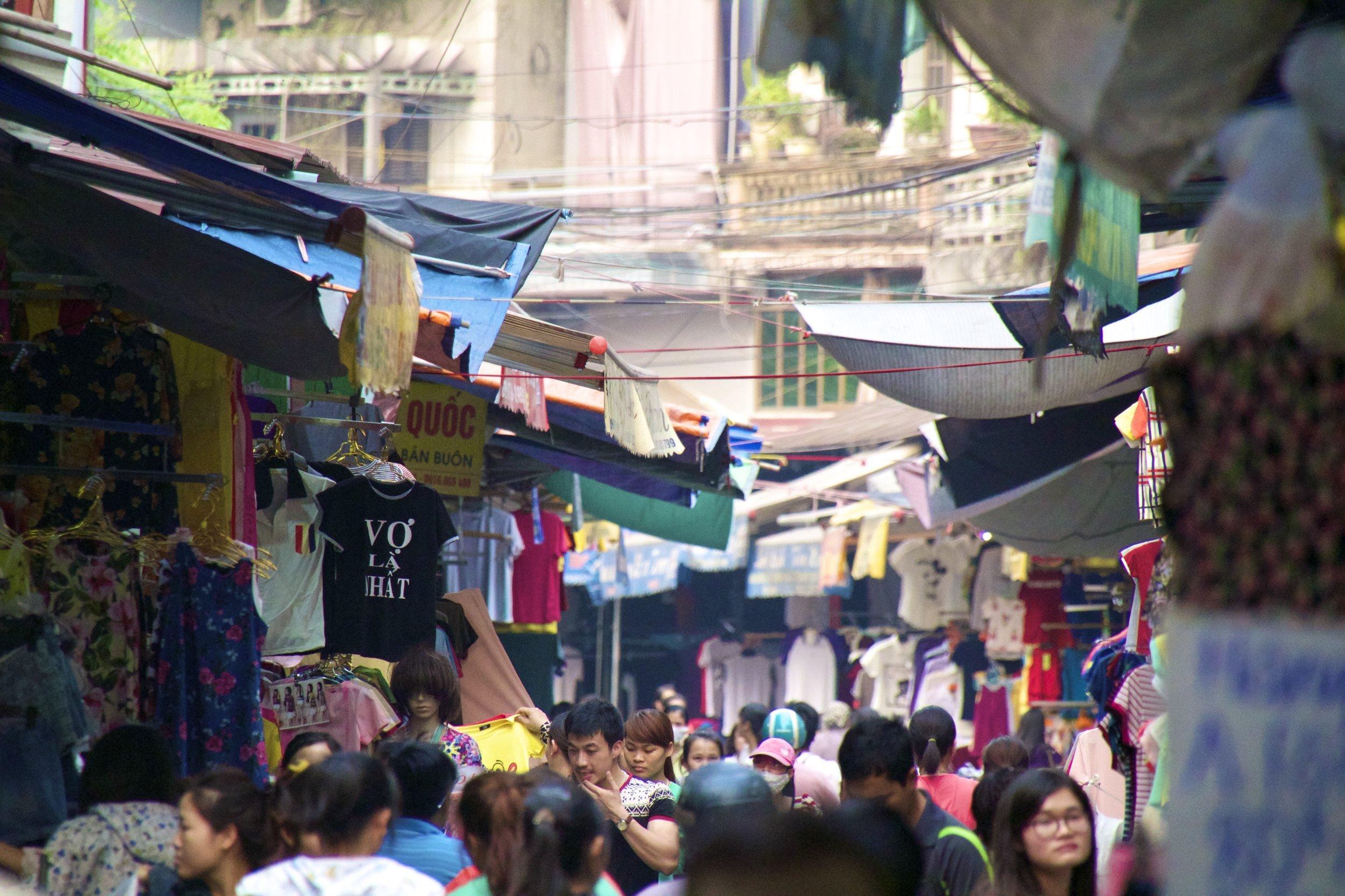 Bac Ninh Vietnam clothes market 2.jpg
