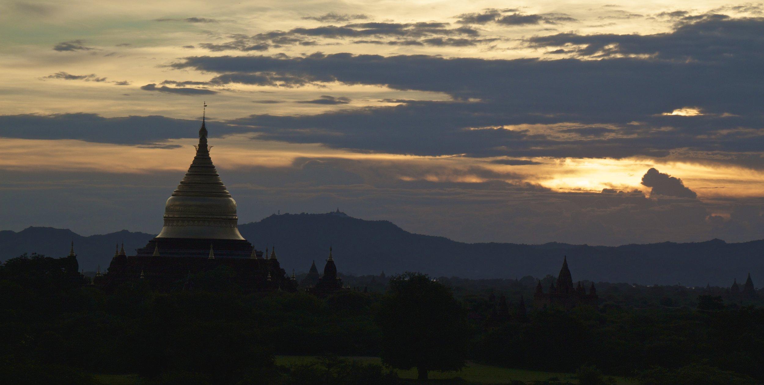 bagan burma myanmar temples sunset 4.jpg