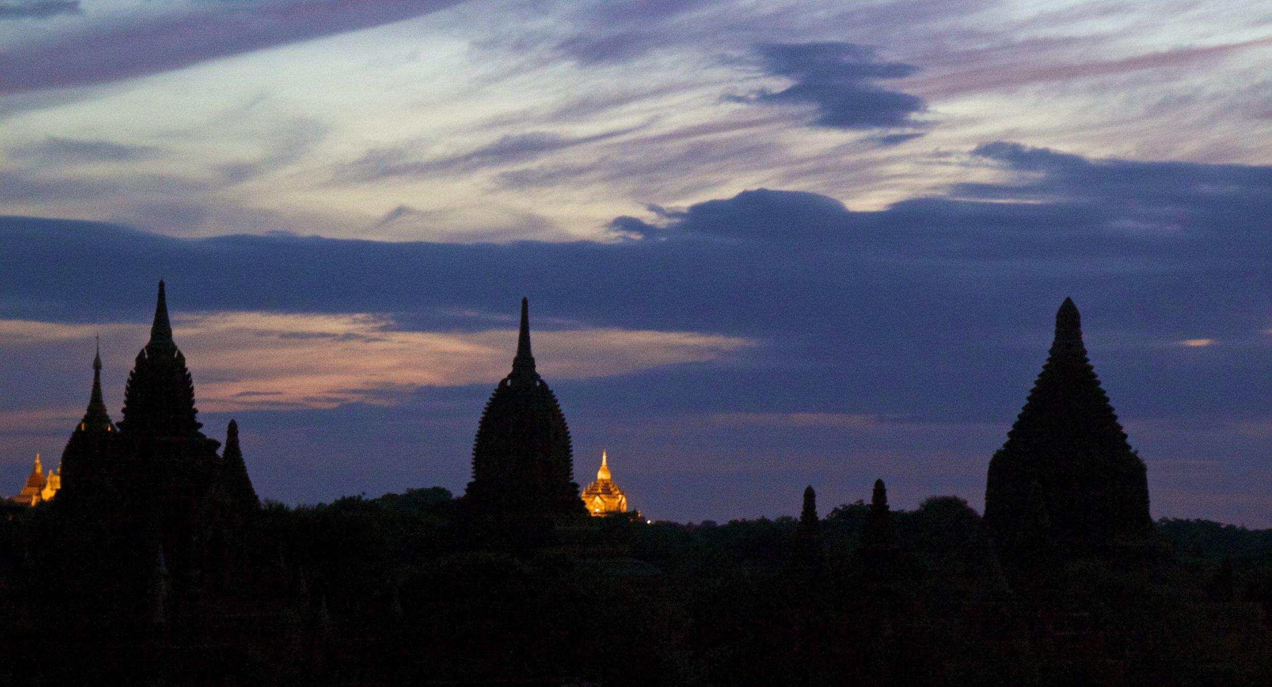 bagan burma myanmar temples sunrise 3.jpg