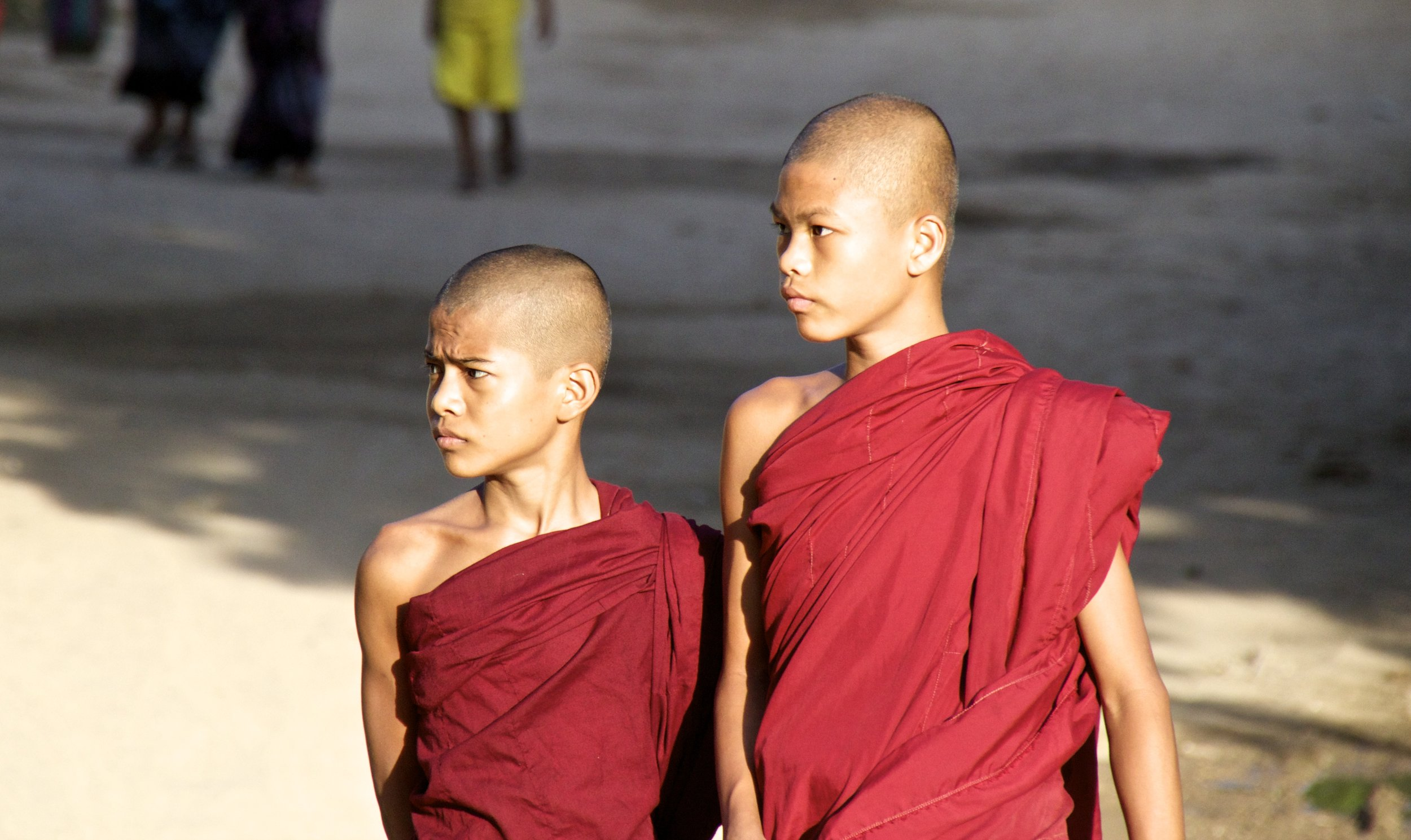 bagan burma myanmar buddhist monks alms 5.jpg