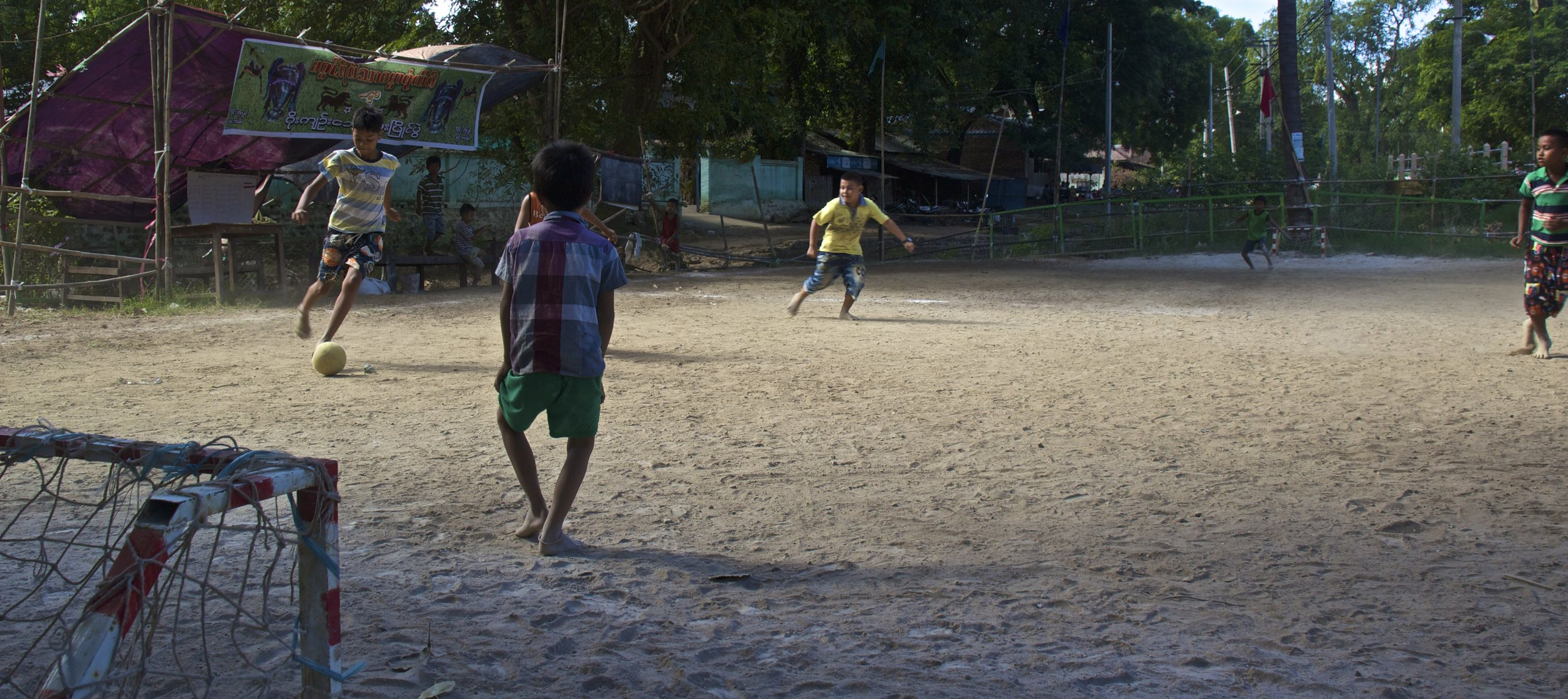 bagan burma myanmar burmese children soccer football 1.jpg