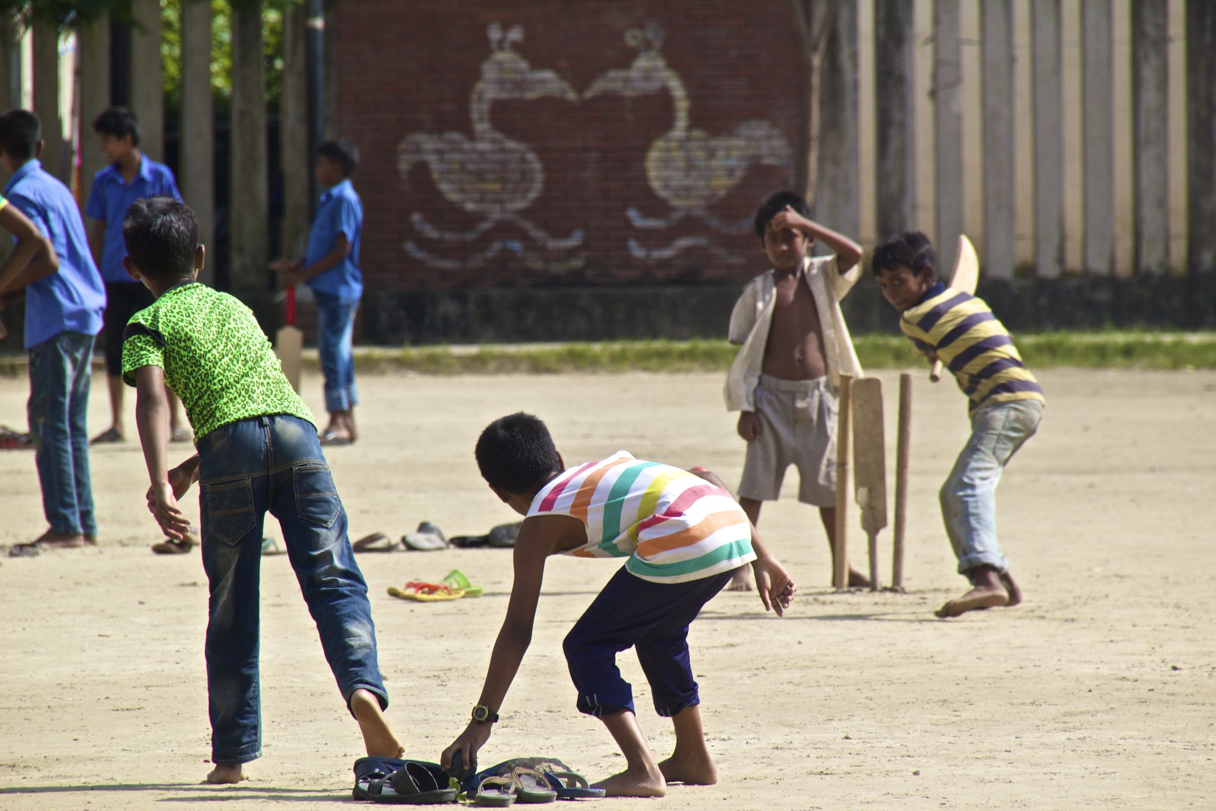 rayer bazar dhaka children playing cricket 8.jpg
