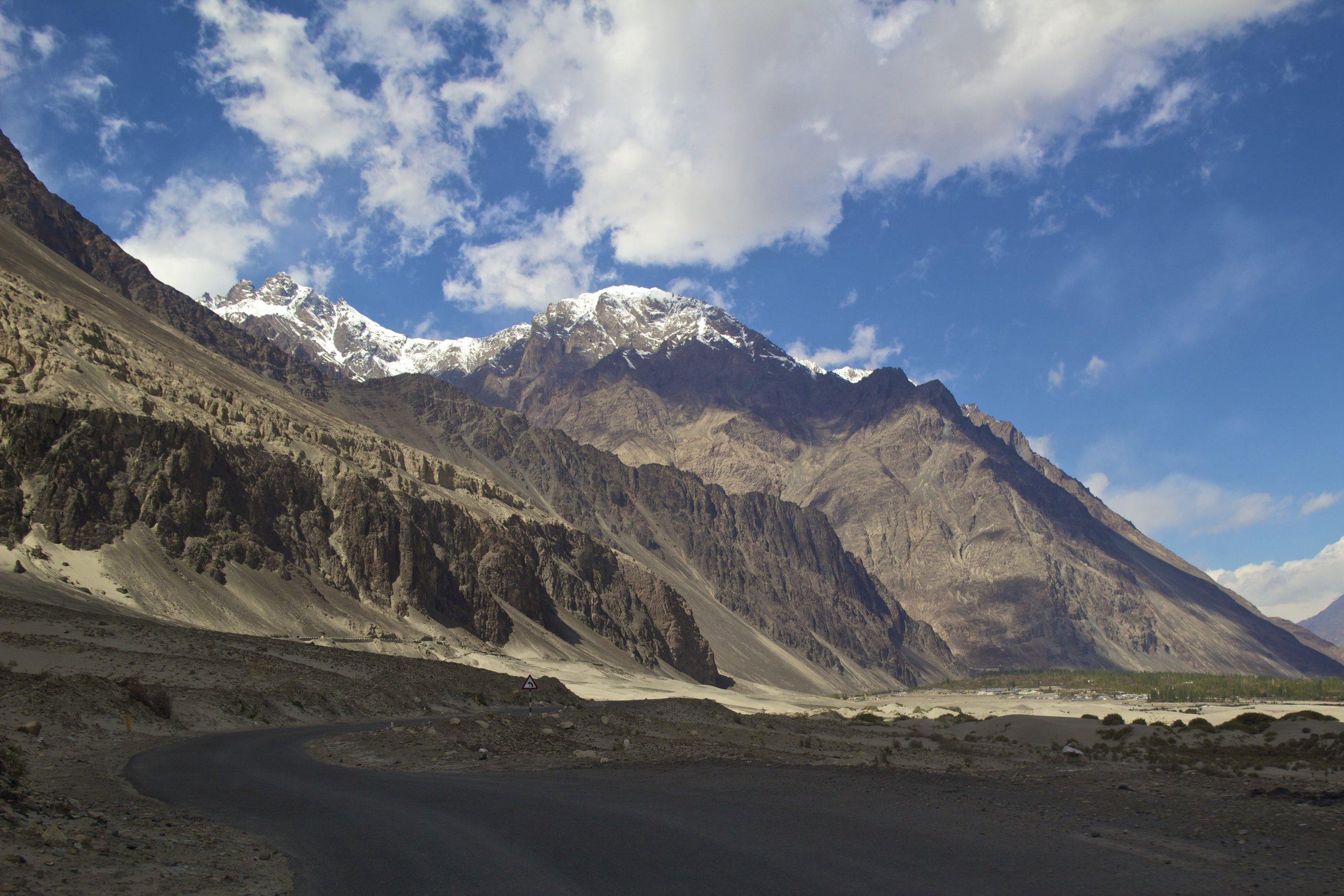 Nubra Valley Ladakh Kashmir Indian Himalayas Roads 7.jpg