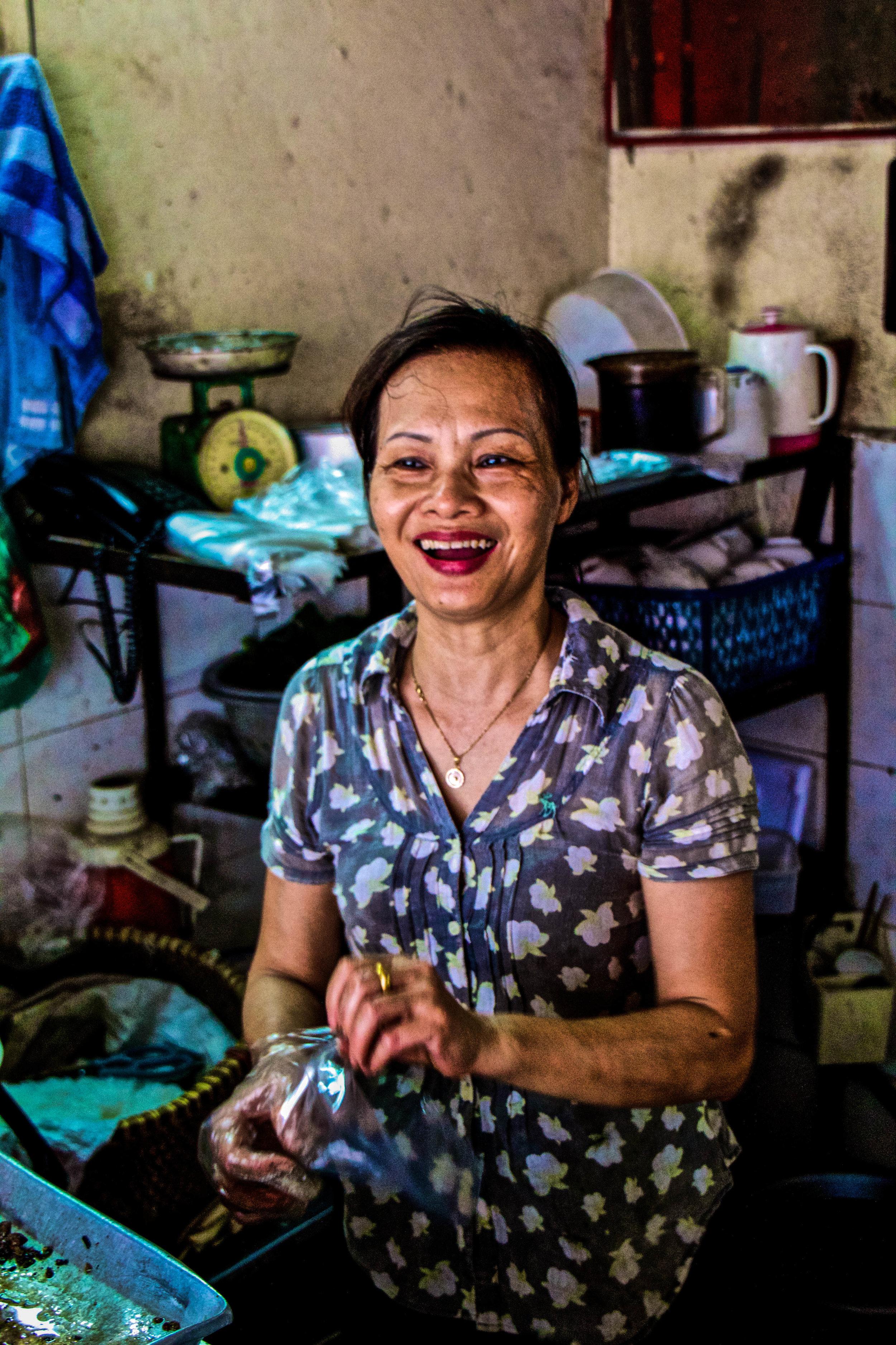 vietnam hanoi street food people-1.jpg