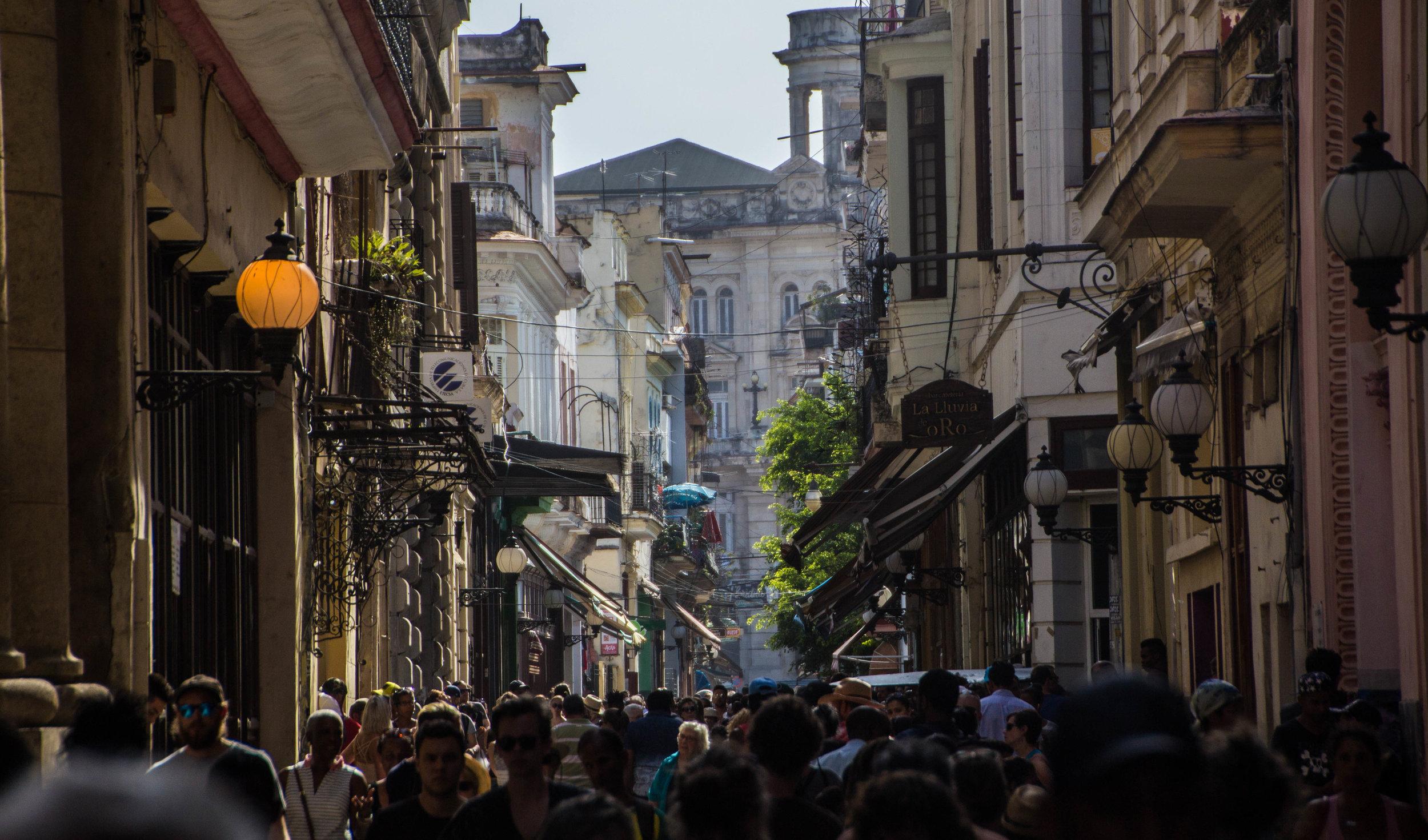 crowded streets old havana cuba-1-2.jpg
