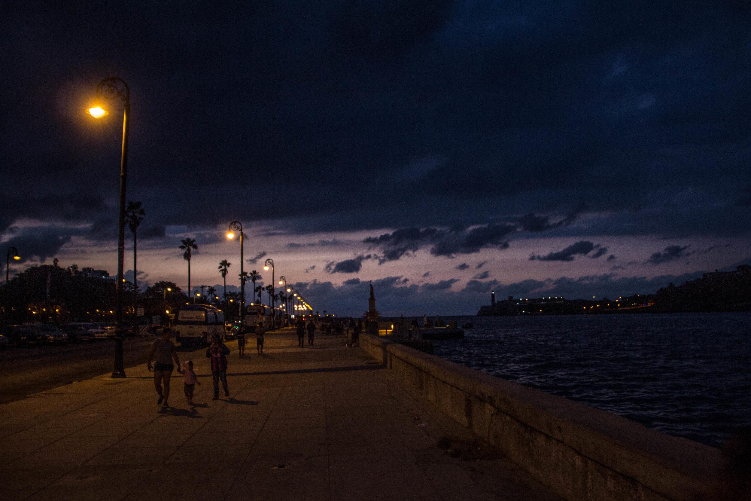 malecon havana cuba night-1-3.jpg