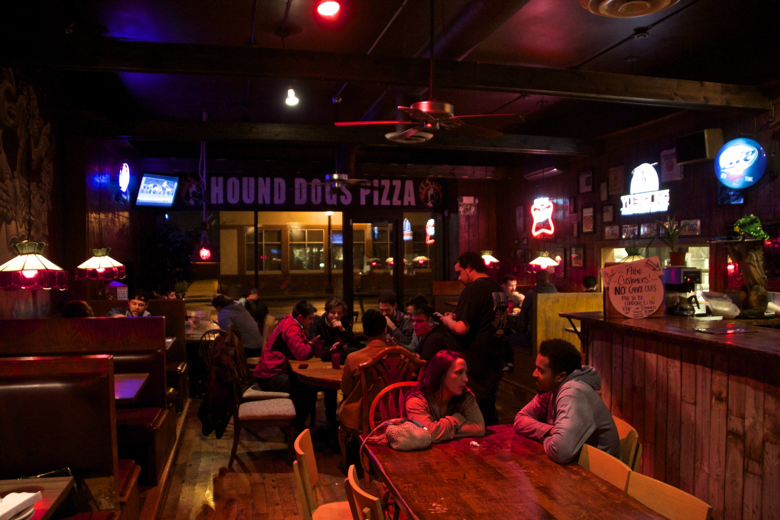 hound-dogs-pizza-columbus-2.jpg