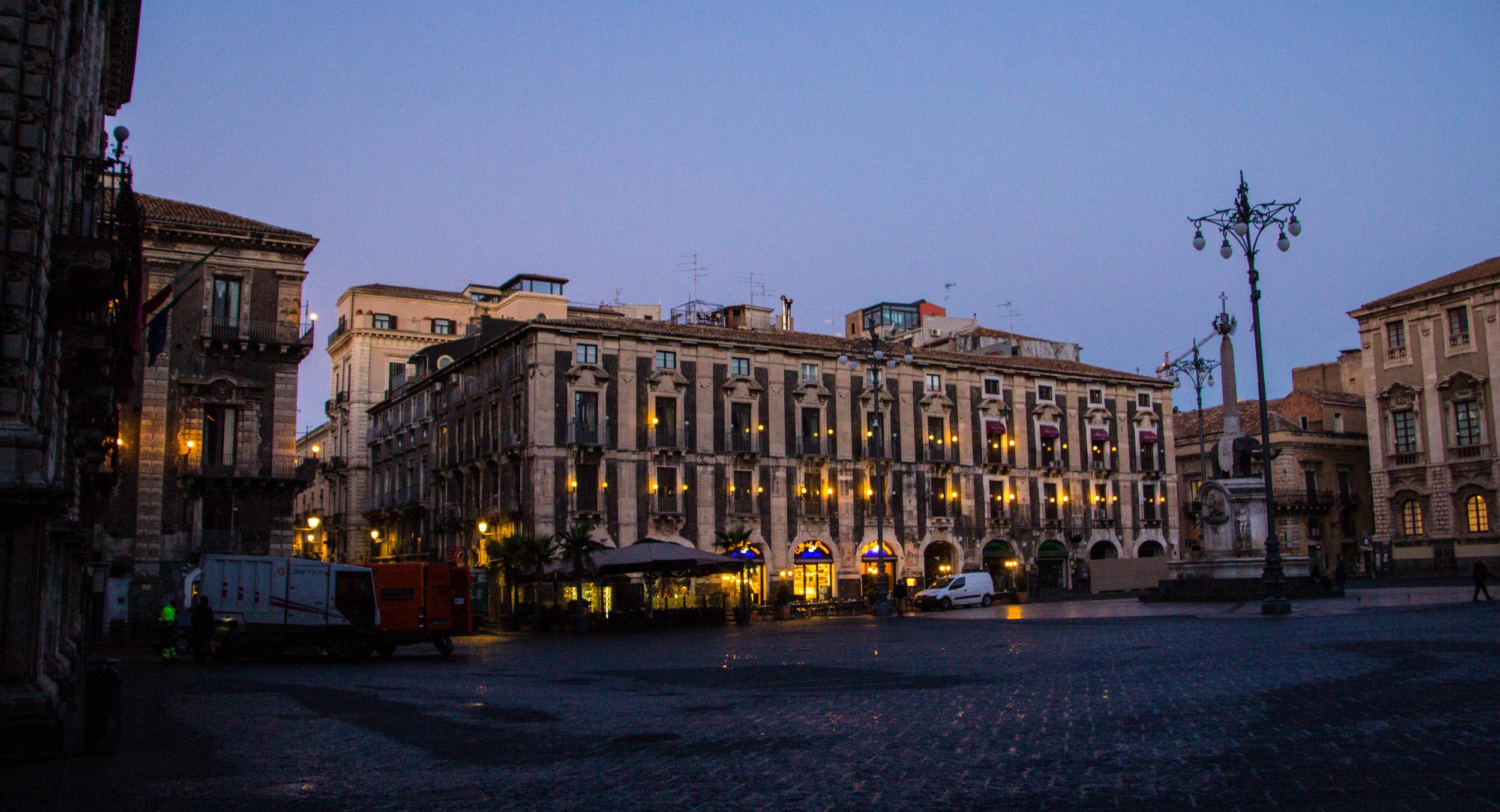piazza-duomo-catania-sicily-2.jpg