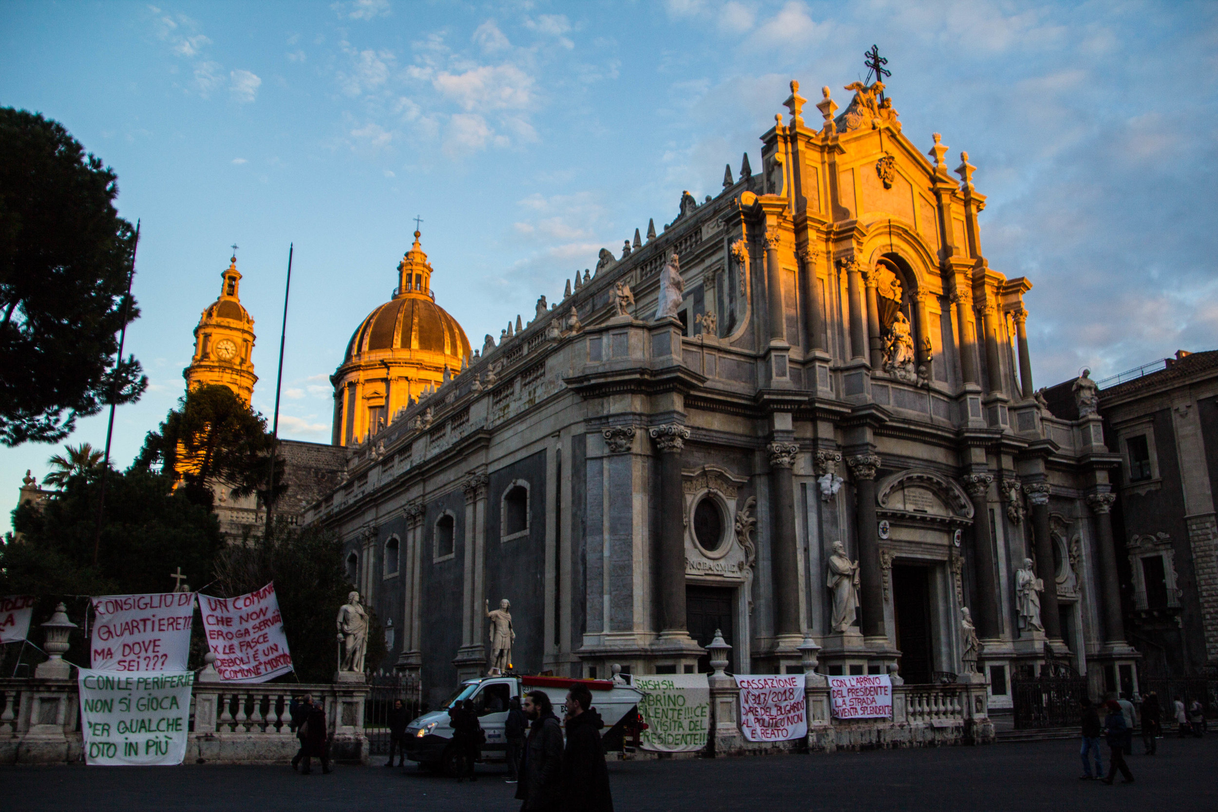 streets-catania-sicily-sicilia-28.jpg