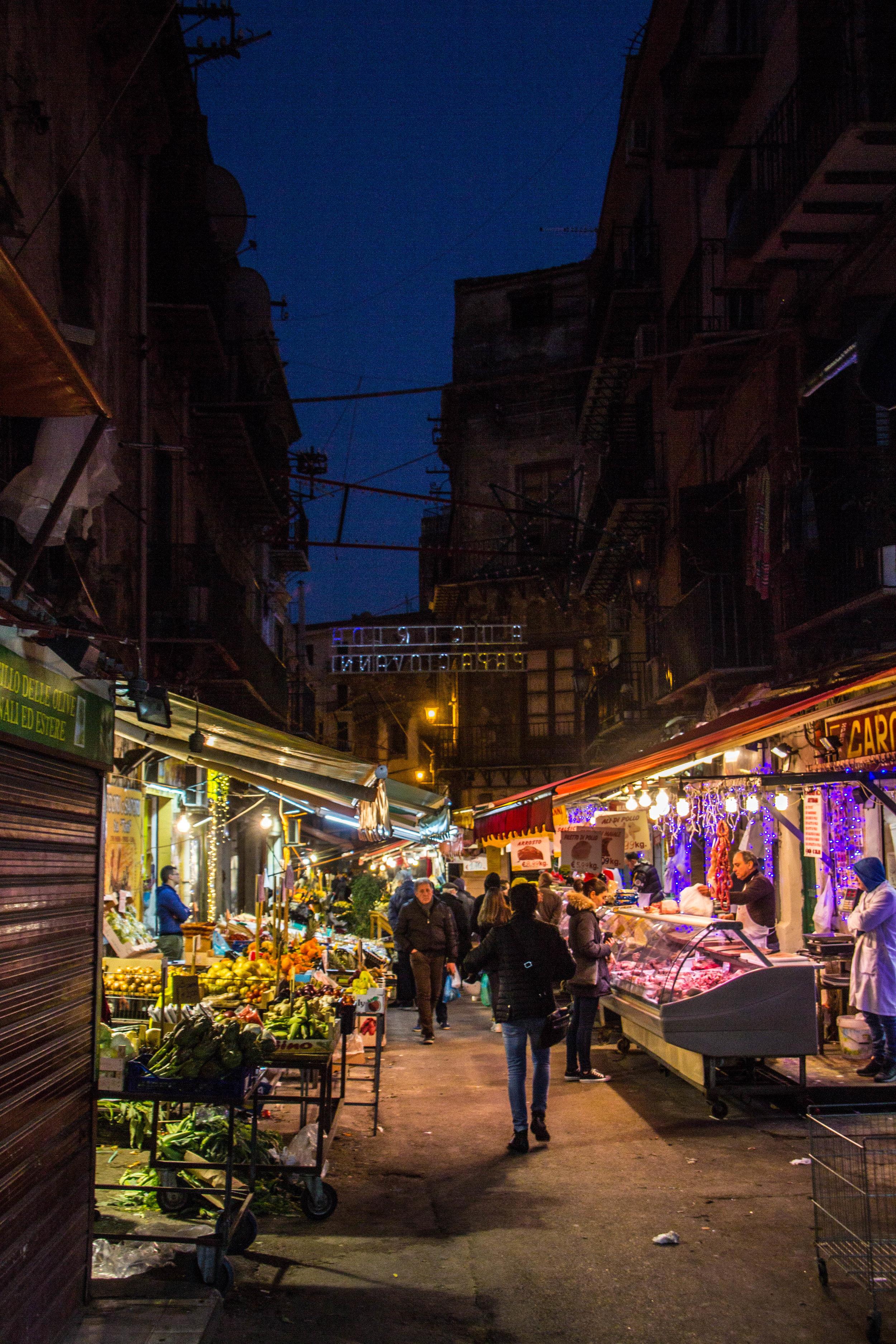 night-street-market-palermo-sicily-7.jpg