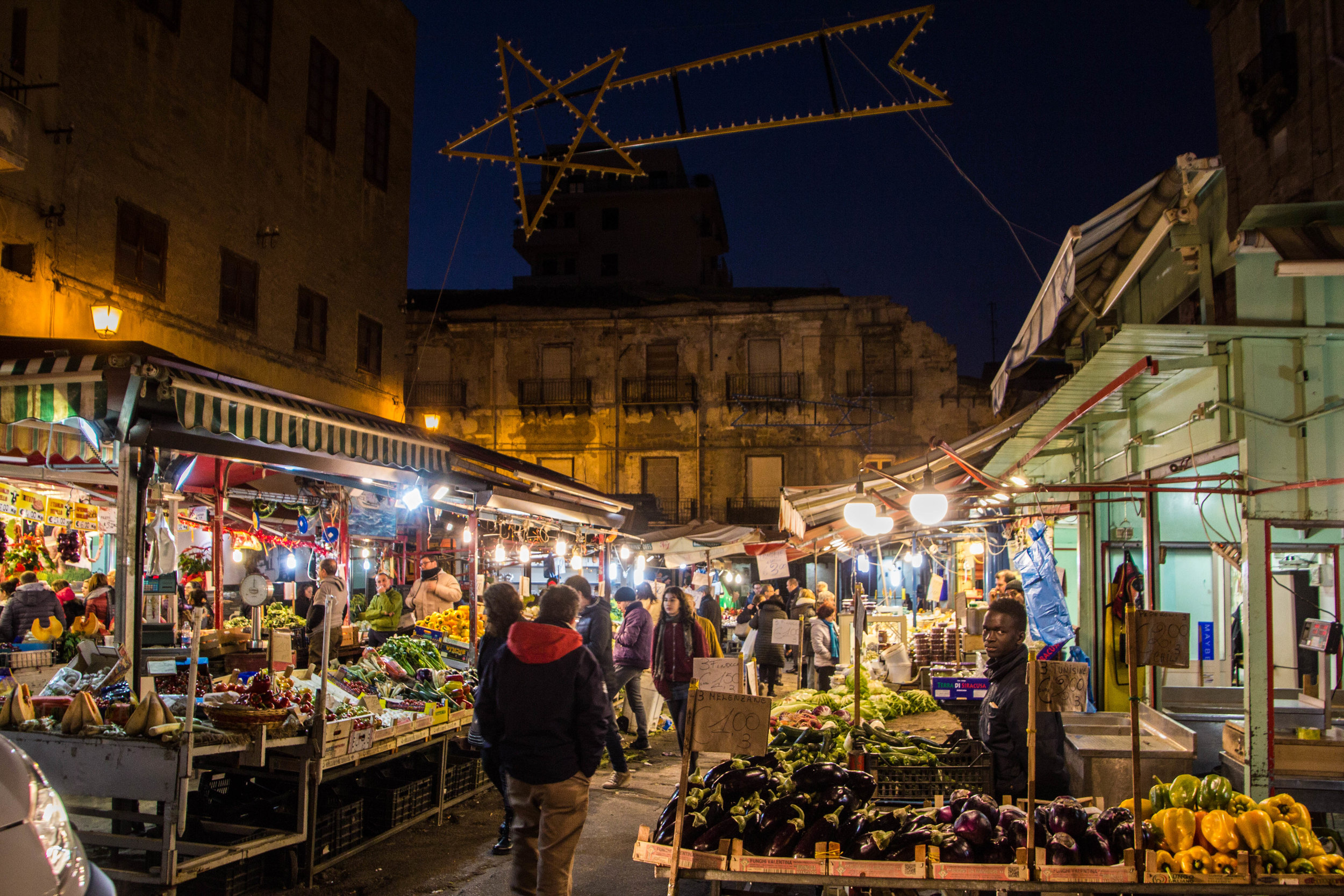 night-street-market-palermo-sicily-11.jpg