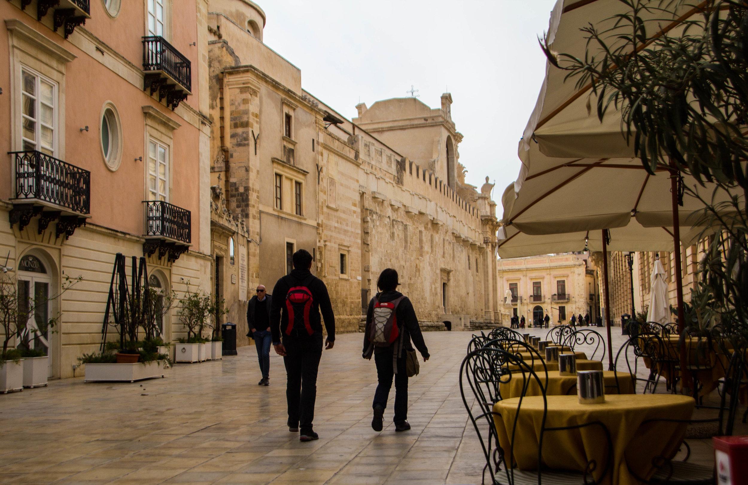 piazza-duomo-ortigya-syracuse-sicily-11.jpg
