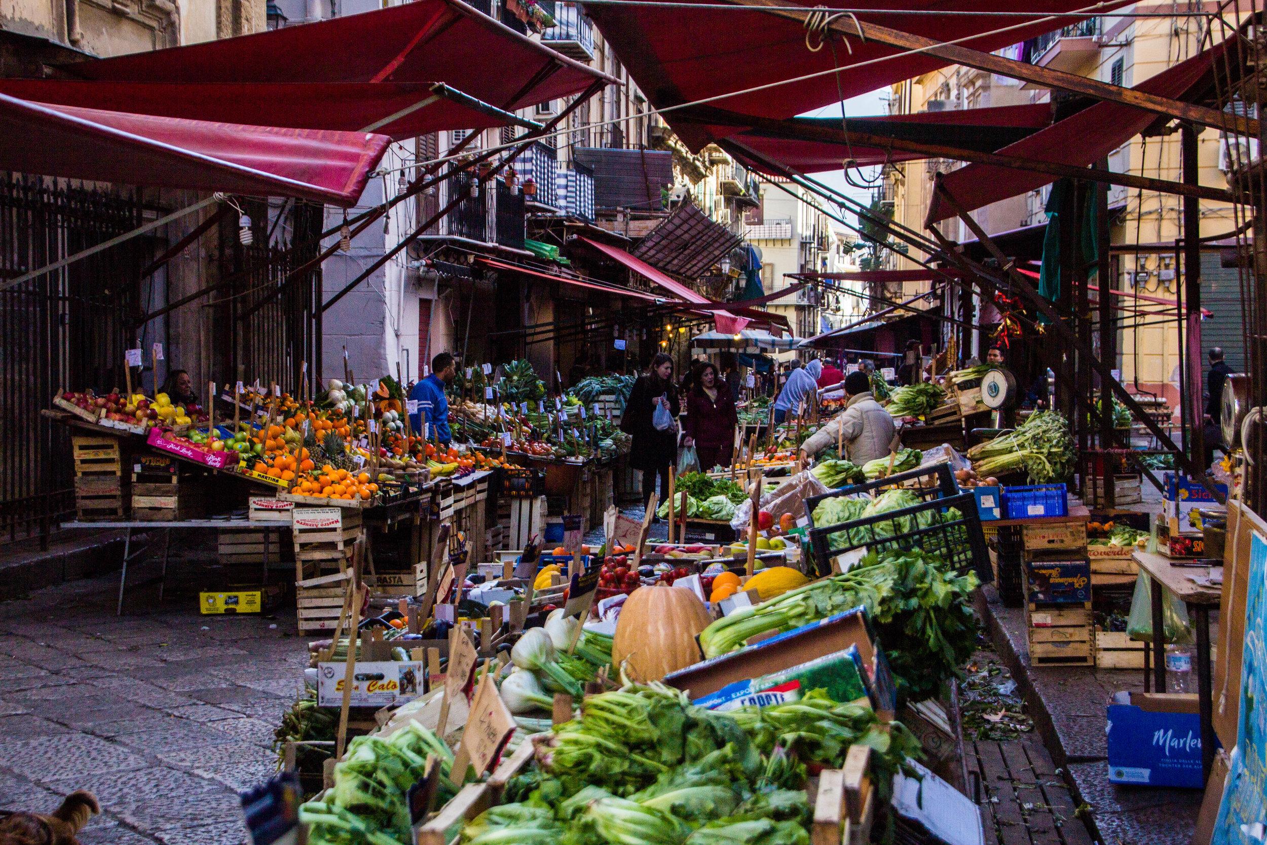 street-markets-palermo-sicily-10.jpg