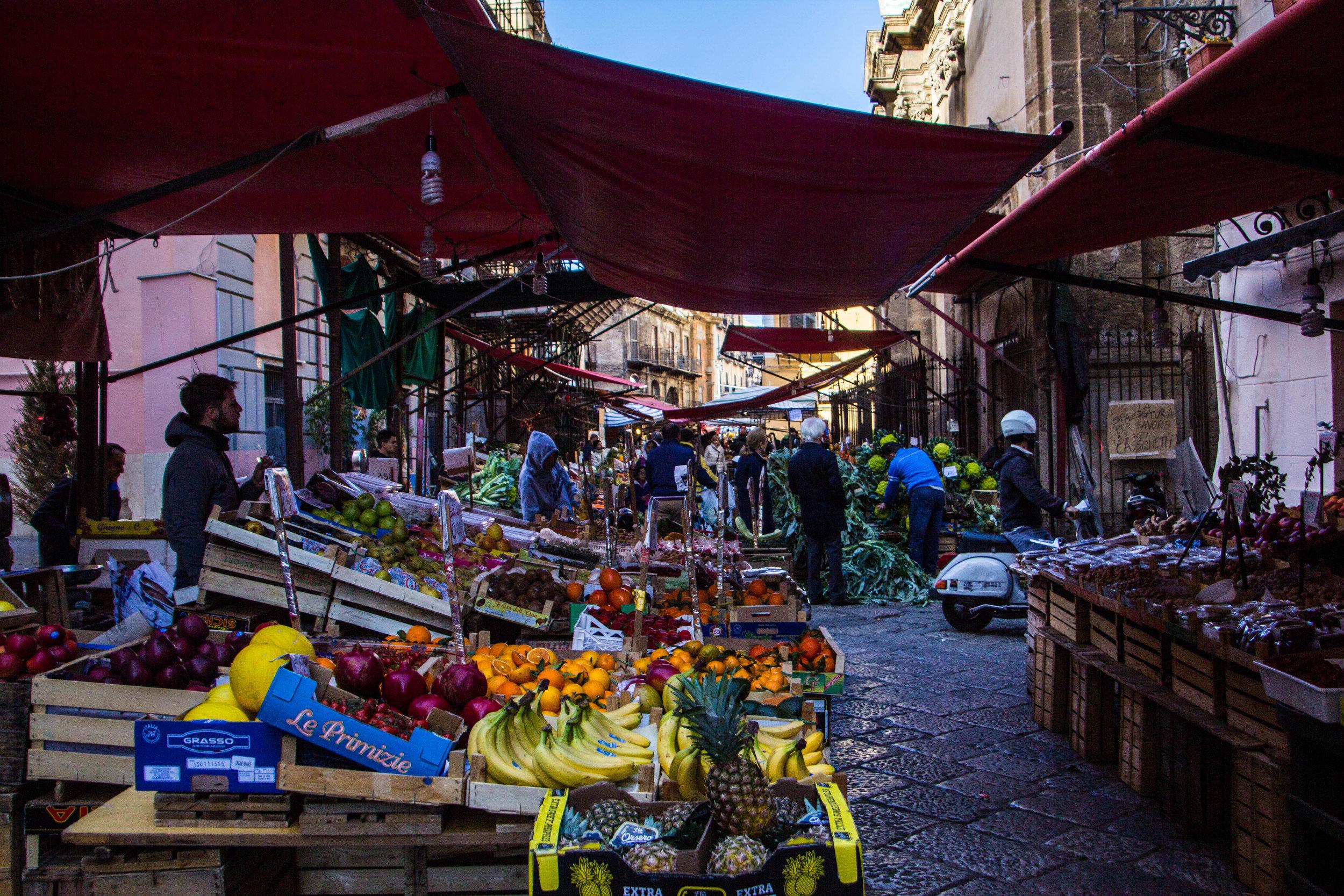 street-markets-palermo-sicily-16.jpg