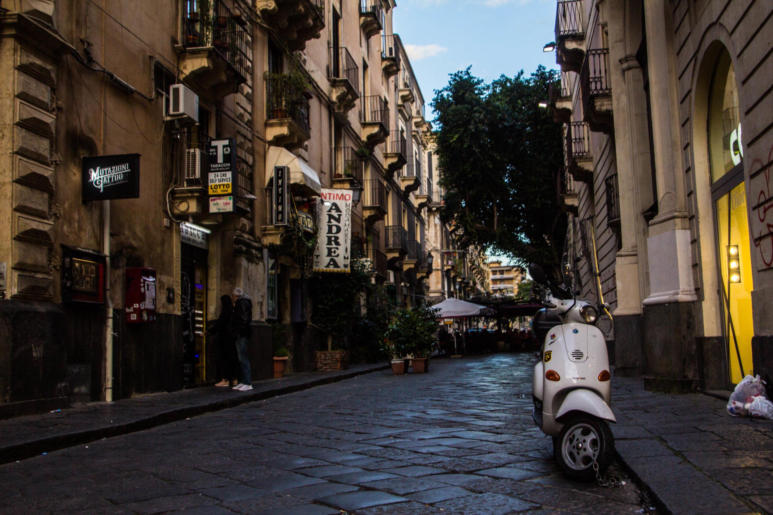 streets-catania-sicily-sicilia-15.jpg