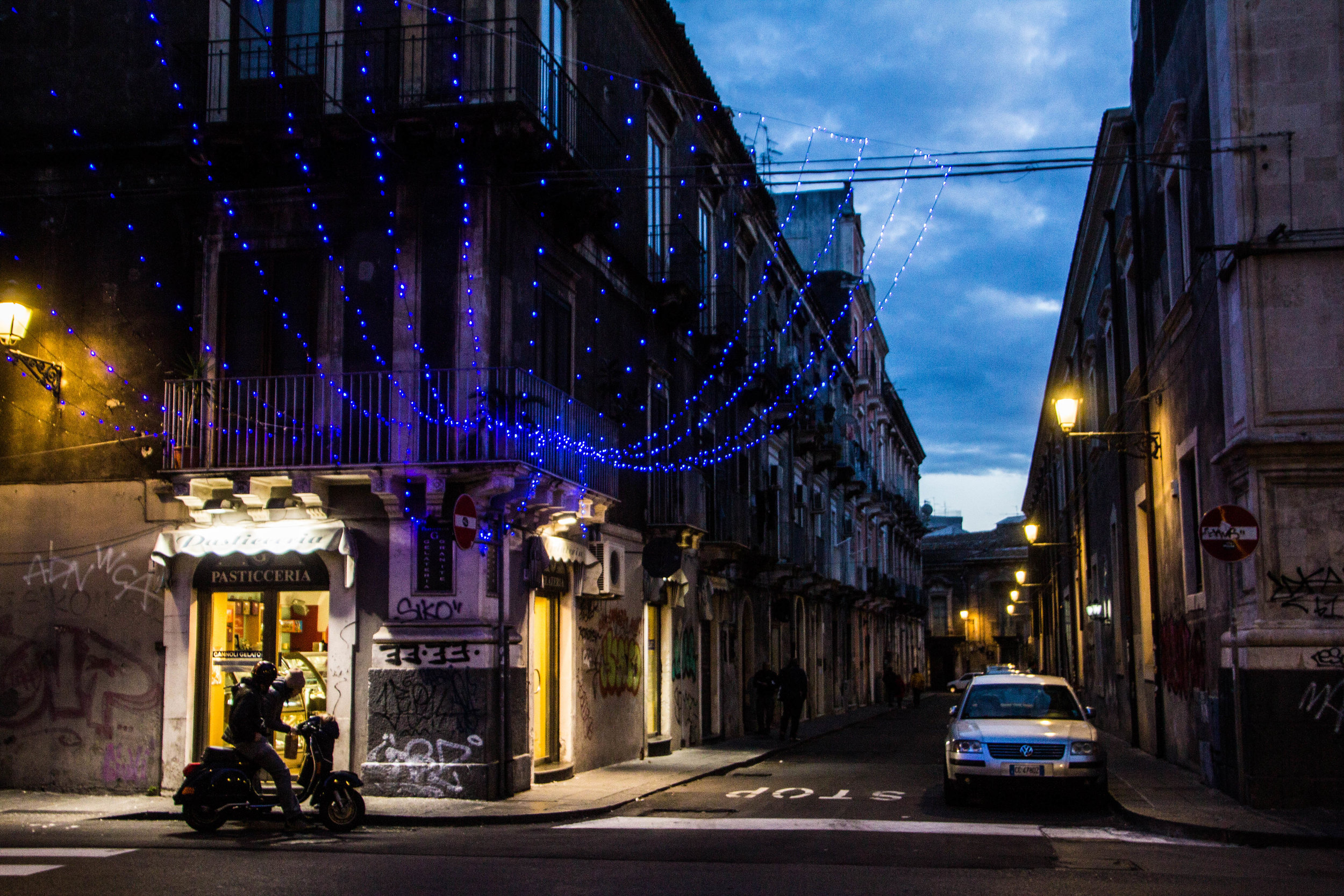 streets-catania-sicily-sicilia-45.jpg