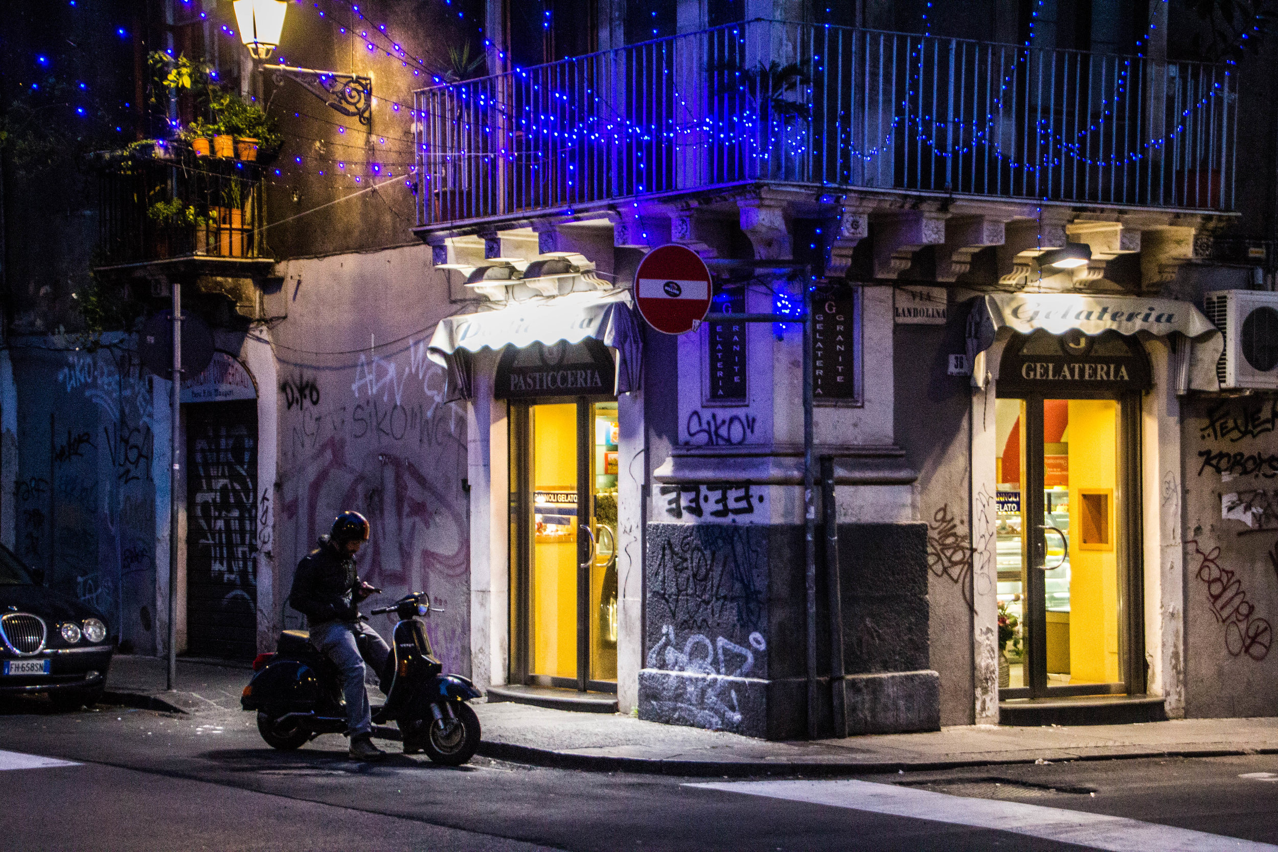 streets-catania-sicily-sicilia-44.jpg