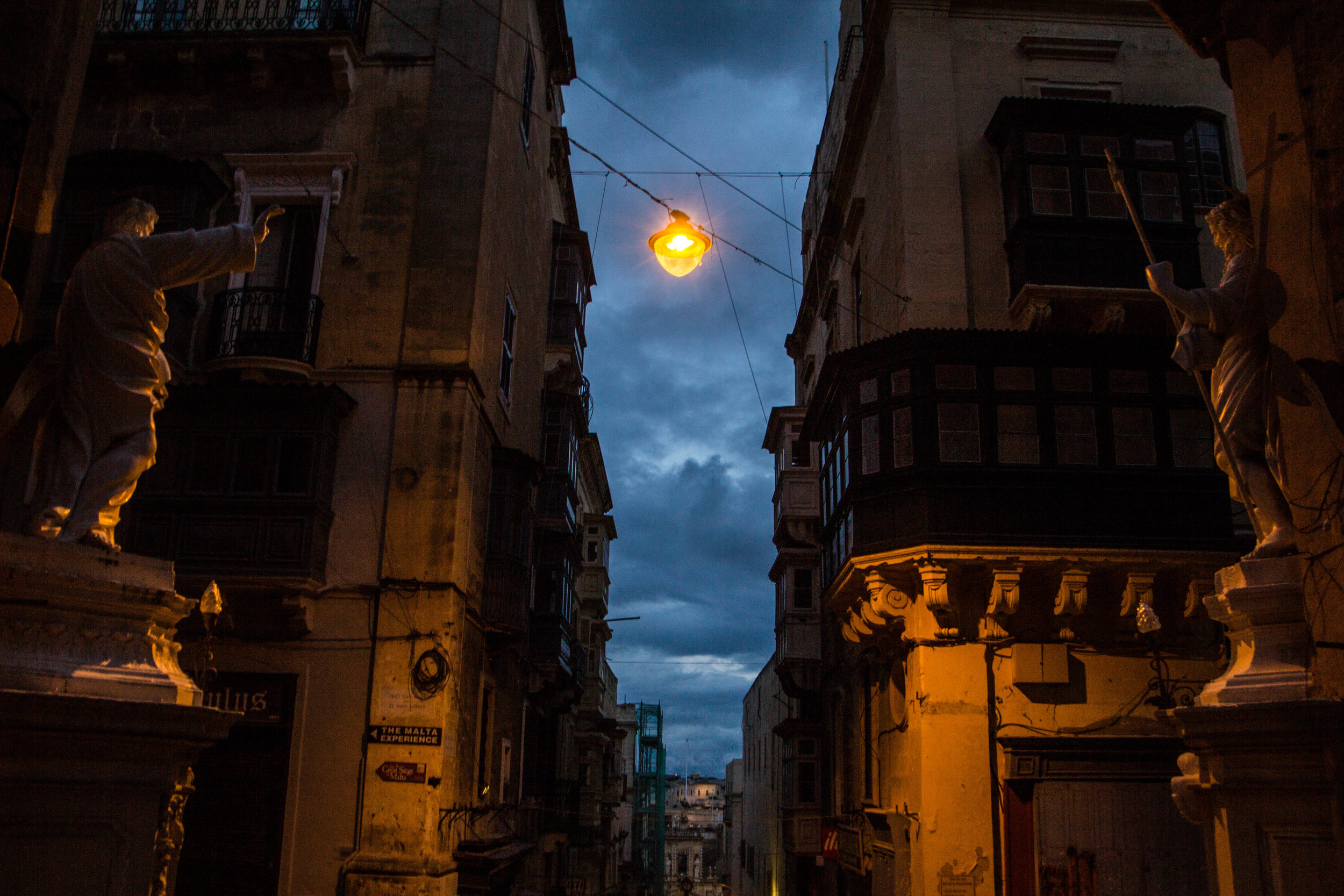 night-street-photography-valletta-malta-3.jpg