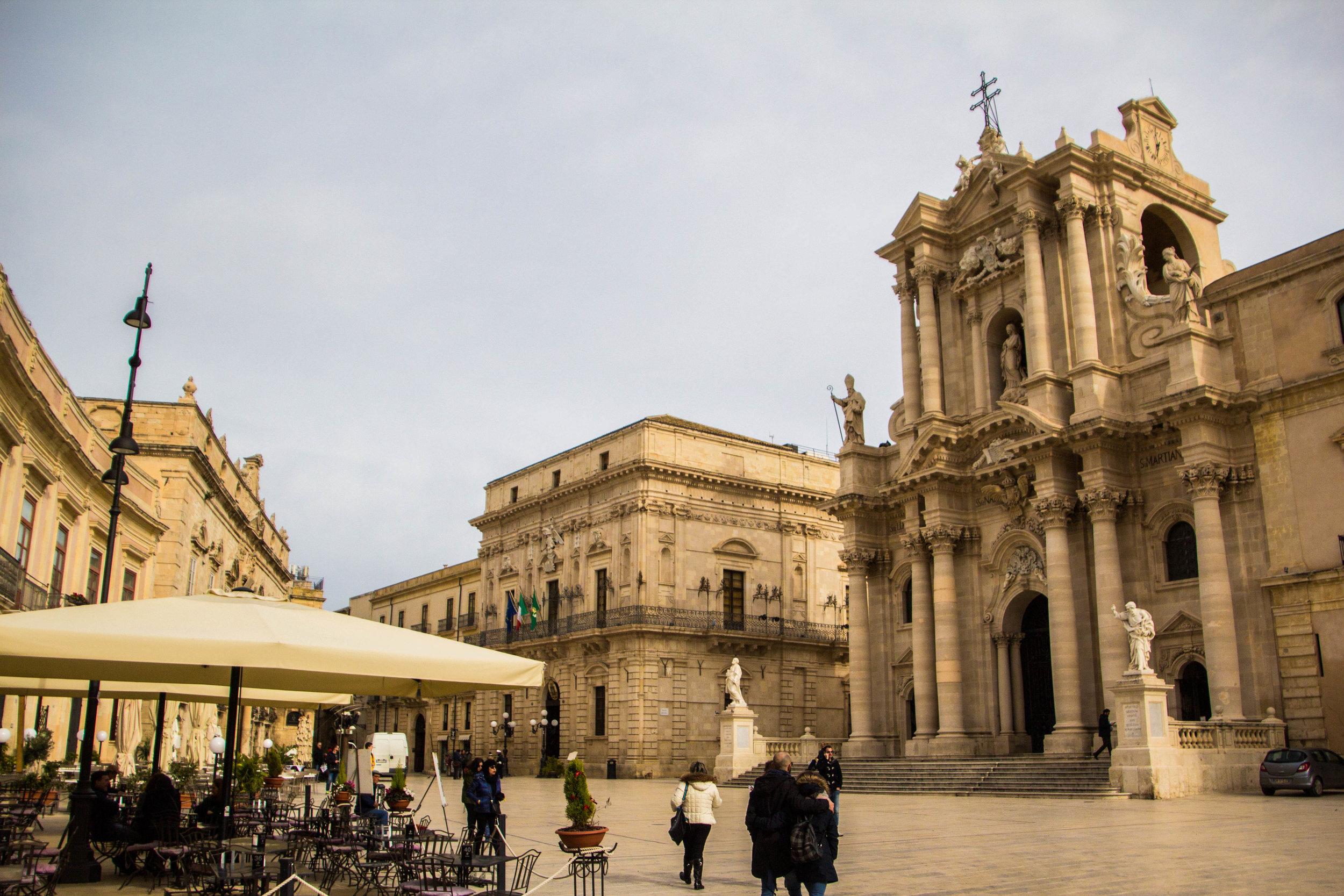 piazza-duomo-ortygia-syracuse-sicily-10.jpg
