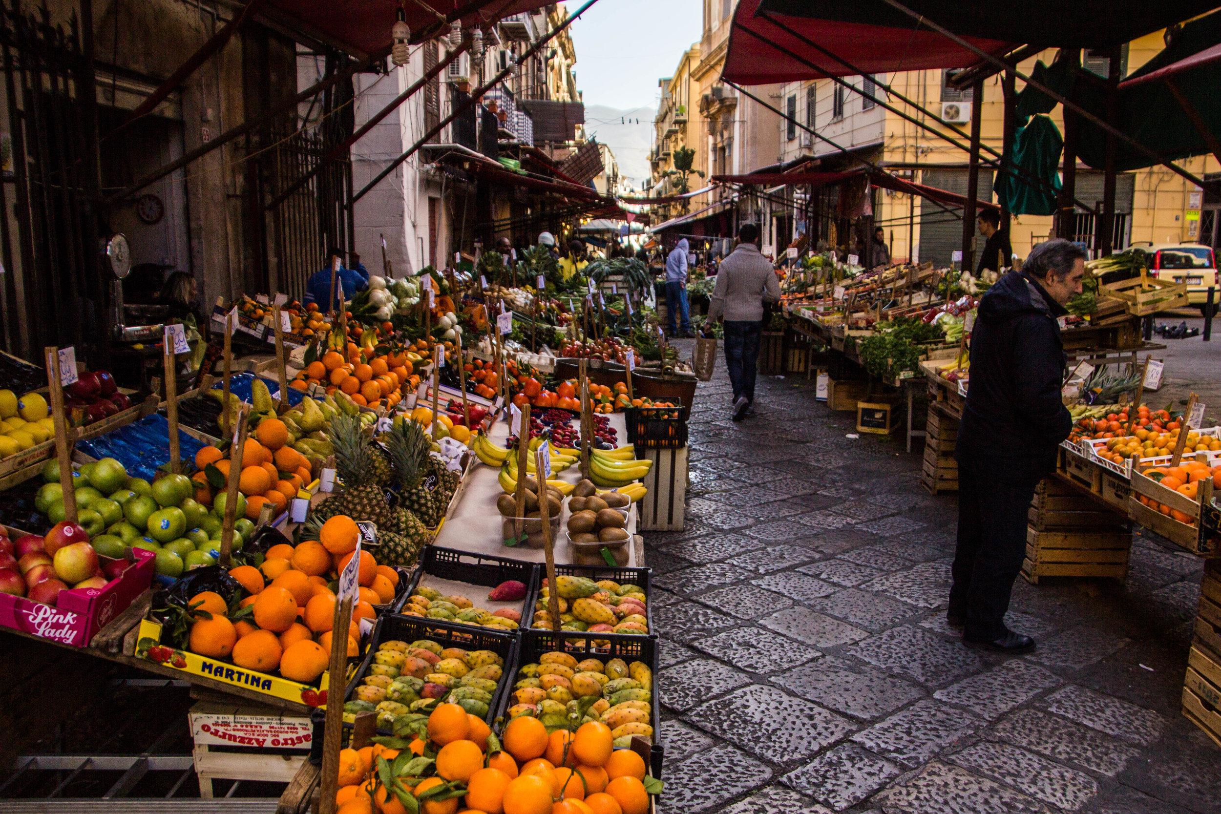 street-markets-palermo-sicily-13.jpg