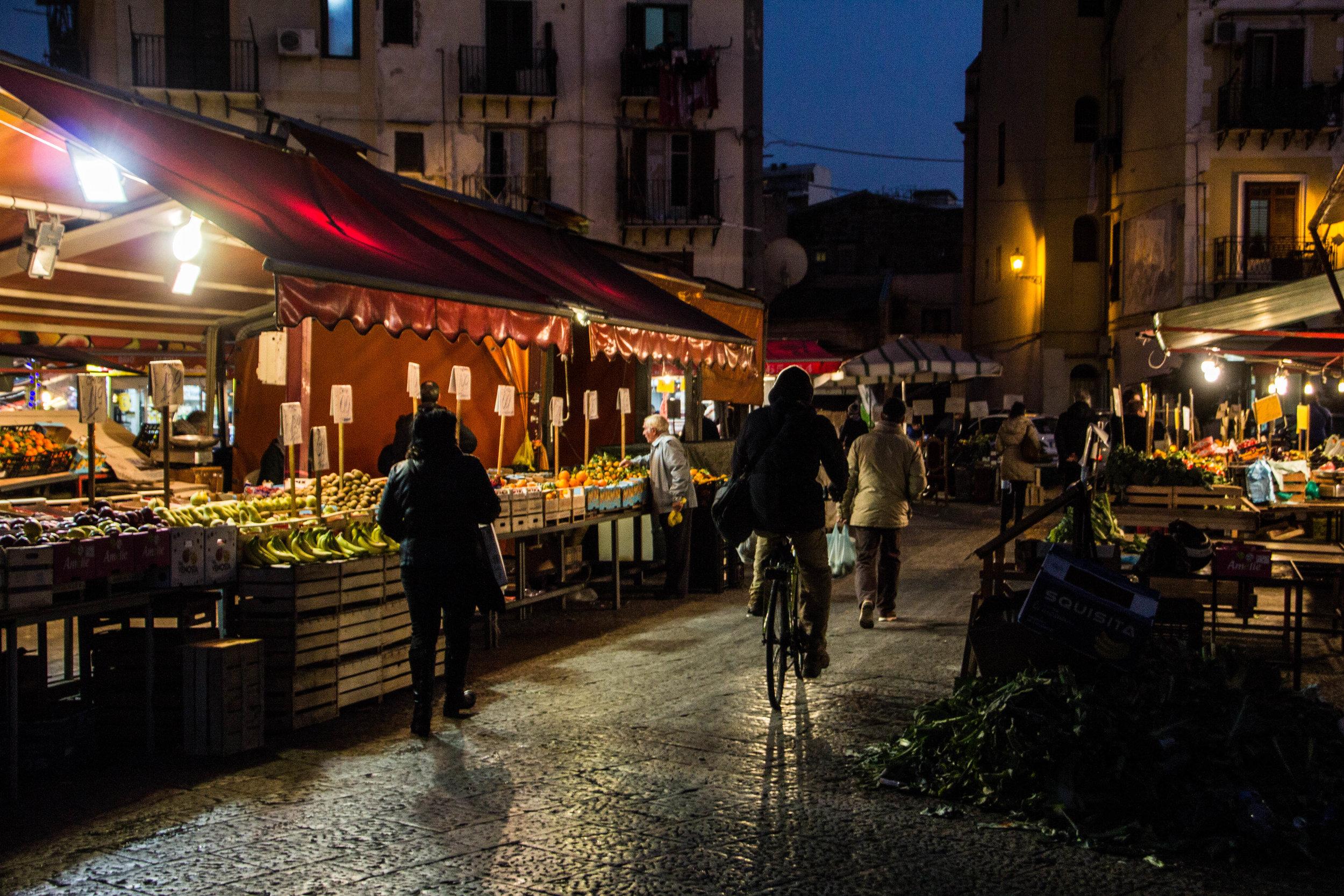 night-street-market-palermo-sicily-4.jpg