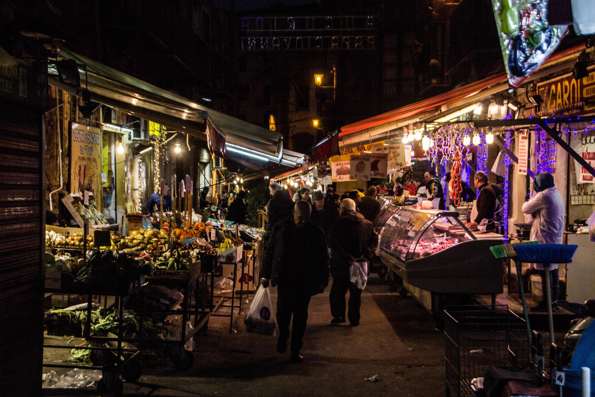 night-street-market-palermo-sicily-6.jpg