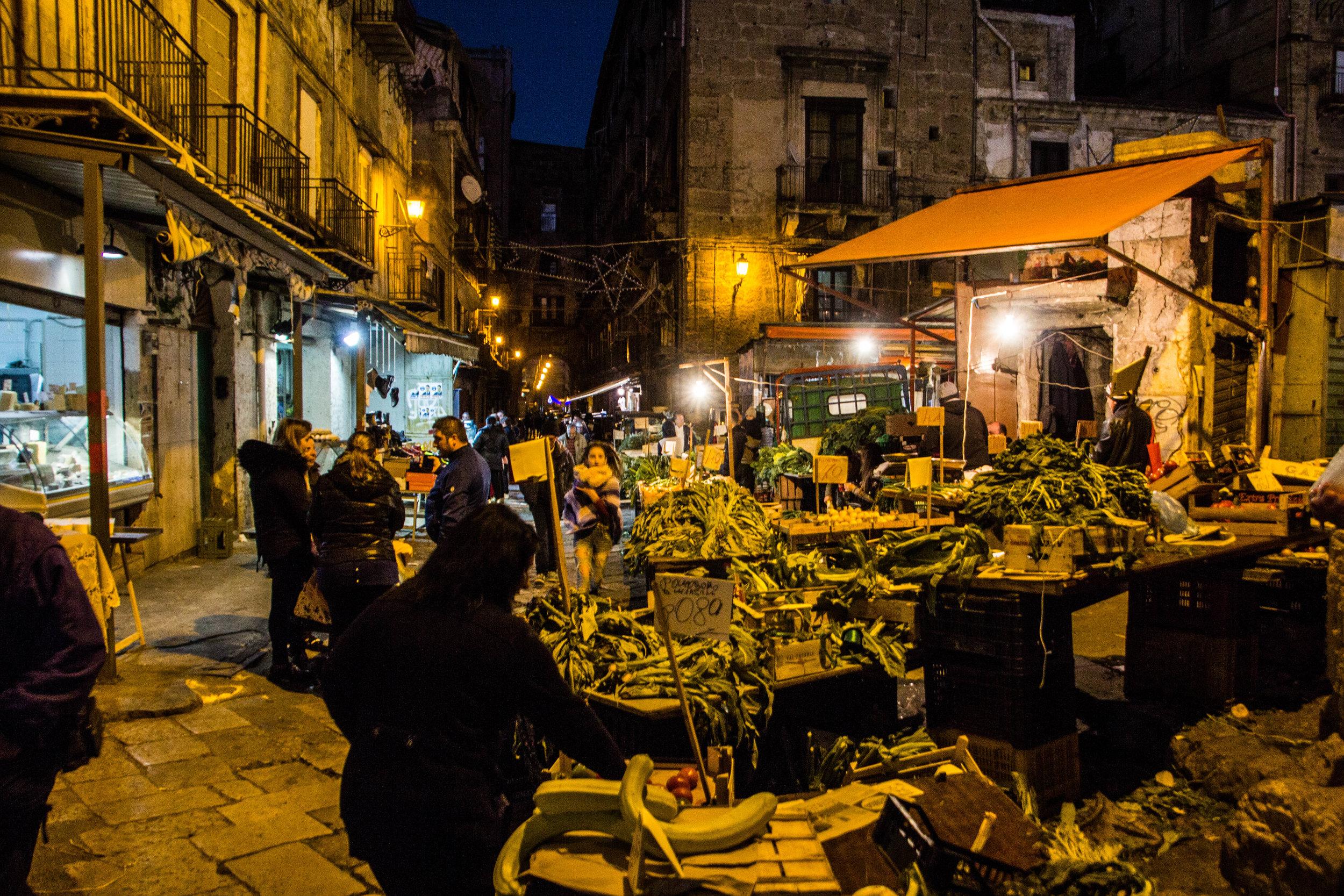 night-street-market-palermo-sicily-9.jpg