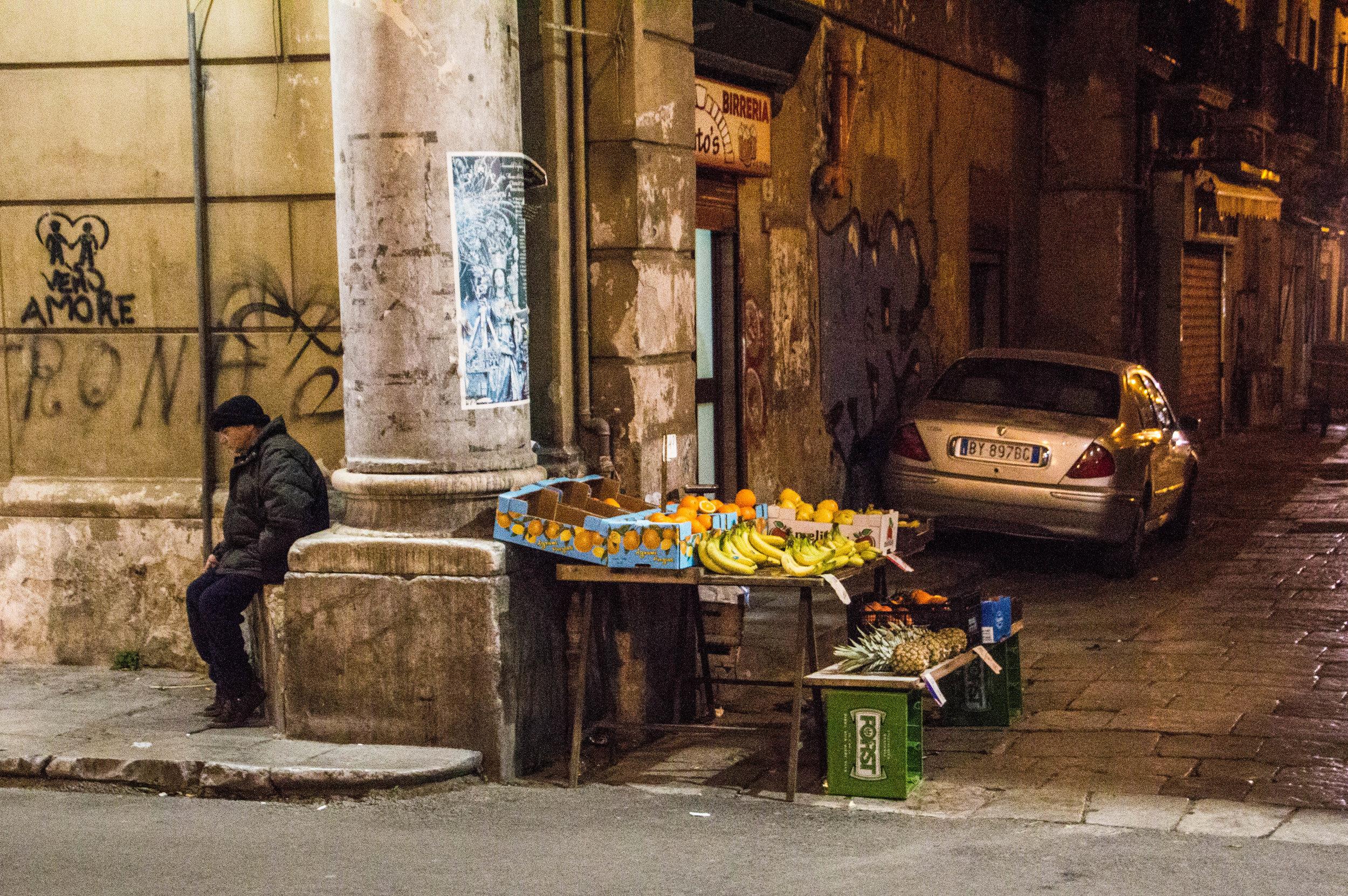 night-street-market-palermo-sicily-13.jpg
