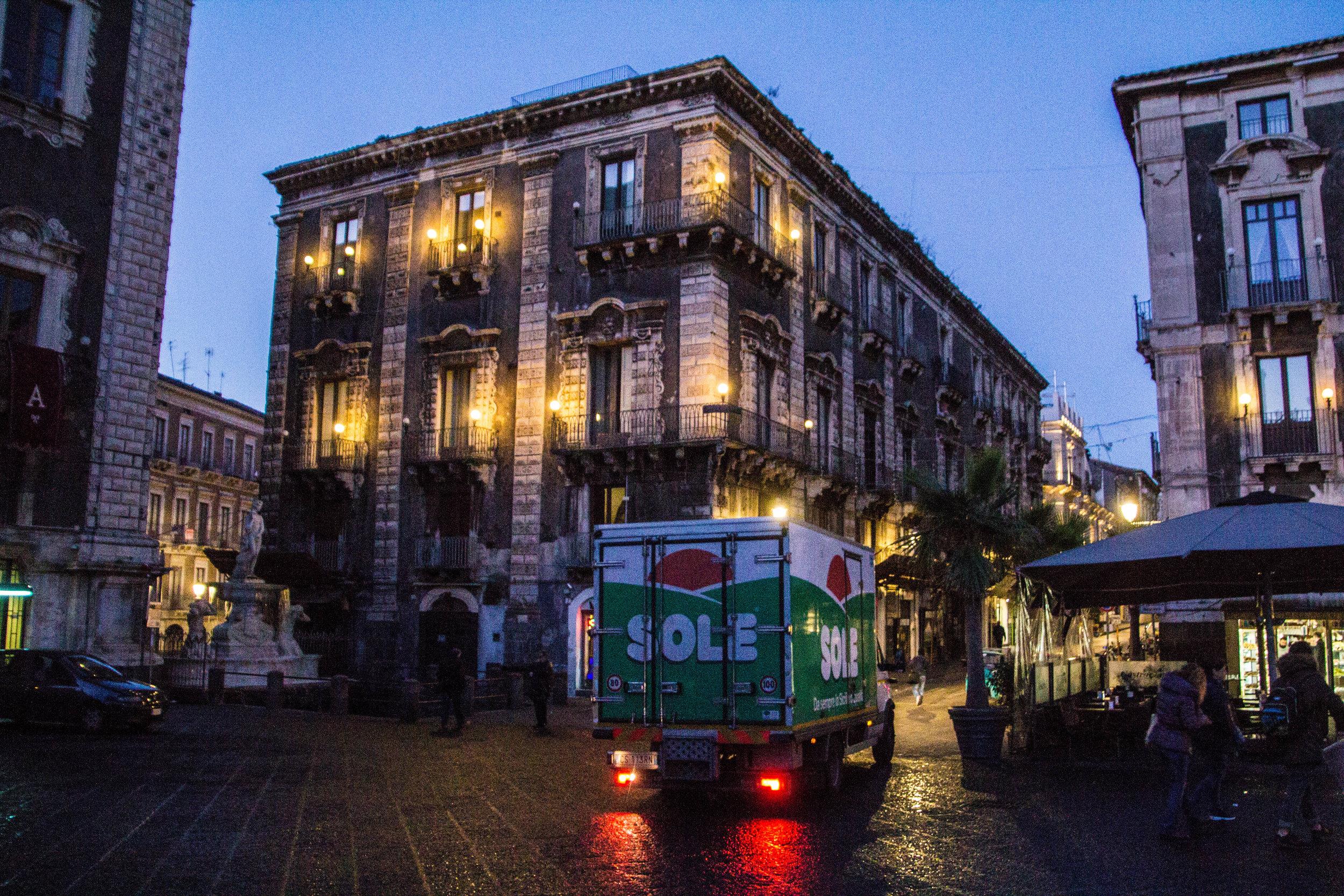 piazza-duomo-catania-sicily-1.jpg